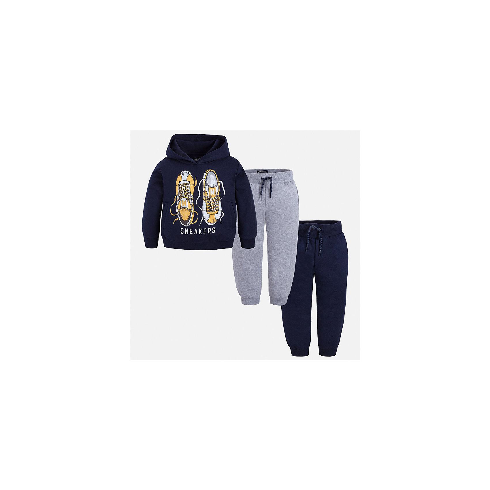 Спортивный костюм Mayoral для мальчикаКомплекты<br>Характеристики товара:<br><br>• цвет: темно-синий/серый<br>• состав ткани: 60% хлопок, 40% полиэстер<br>• комплектация: куртка, 2 брюк<br>• сезон: демисезон<br>• особенности модели: спортивный стиль<br>• капюшон<br>• длинные рукава<br>• пояс брюк: резинка, шнурок<br>• страна бренда: Испания<br>• страна изготовитель: Индия<br><br>Детский спортивный комплект состоит из курточки и двух брюк. Спортивный костюм сделан из плотного приятного на ощупь материала. Благодаря продуманному крою детского спортивного костюма создаются комфортные условия для тела. Спортивный комплект для мальчика отличается стильный продуманным дизайном.<br><br>Спортивный костюм для мальчика Mayoral (Майорал) можно купить в нашем интернет-магазине.<br><br>Ширина мм: 247<br>Глубина мм: 16<br>Высота мм: 140<br>Вес г: 225<br>Цвет: сине-серый<br>Возраст от месяцев: 96<br>Возраст до месяцев: 108<br>Пол: Мужской<br>Возраст: Детский<br>Размер: 134,128,92,98,104,110,116,122<br>SKU: 6933106