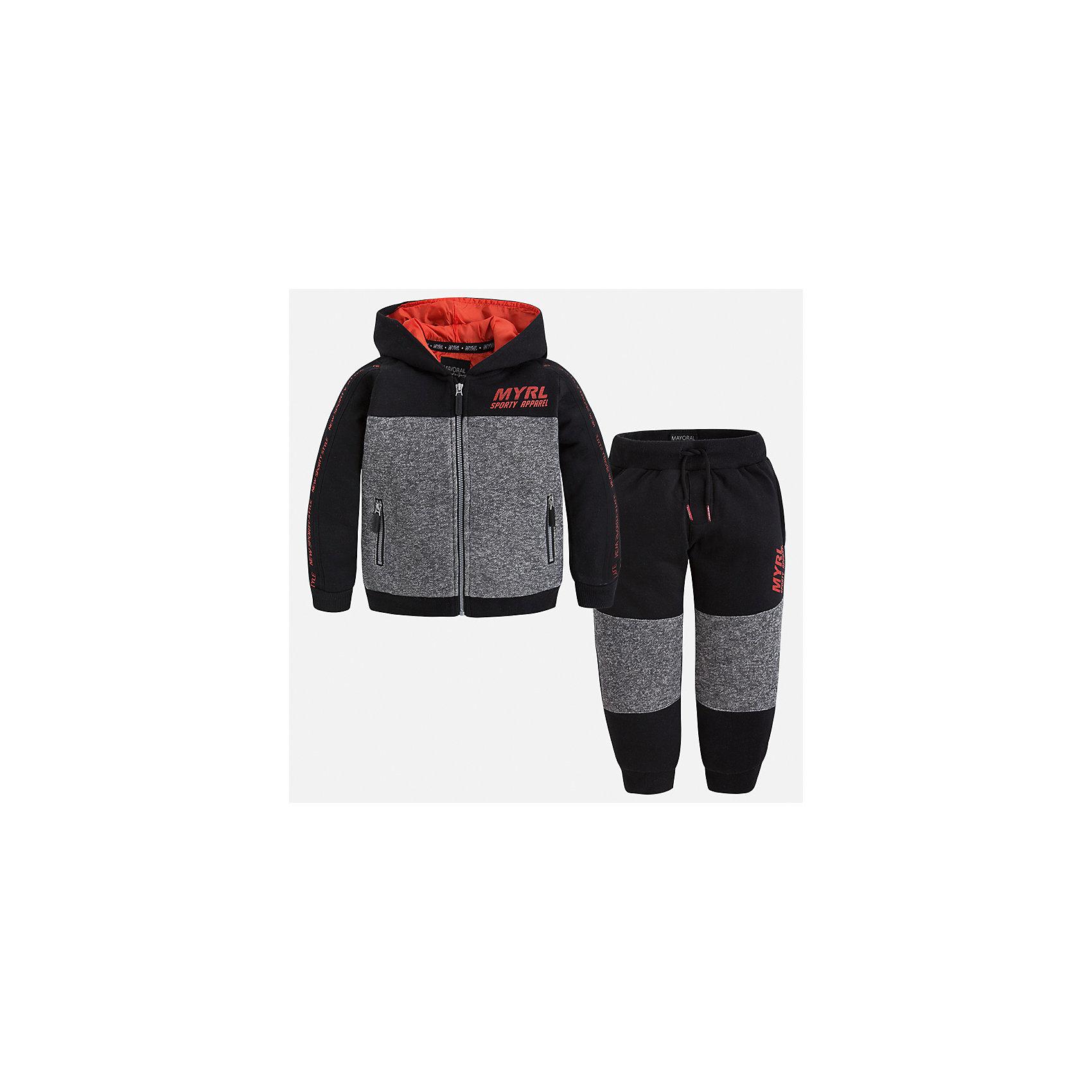 Спортивный костюм для мальчика MayoralКомплекты<br>Характеристики товара:<br><br>• цвет: черный<br>• состав ткани: 60% хлопок, 40% полиэстер<br>• комплектация: куртка, брюки<br>• сезон: демисезон<br>• особенности модели: спортивный стиль<br>• застежка: молния<br>• длинные рукава<br>• пояс брюк: резинка, шнурок<br>• страна бренда: Испания<br>• страна изготовитель: Индия<br><br>Стильный детский комплект из спортивной курточки и брюк подойдет для занятий спортом. Отличный способ обеспечить ребенку тепло и комфорт - надеть детский спортивный костюм от Mayoral. Детский спортивный костюм сшит из приятного на ощупь материала. Спортивный костюм для мальчика Mayoral удобно сидит по фигуре.<br><br>Спортивный костюм для мальчика Mayoral (Майорал) можно купить в нашем интернет-магазине.<br><br>Ширина мм: 247<br>Глубина мм: 16<br>Высота мм: 140<br>Вес г: 225<br>Цвет: черный<br>Возраст от месяцев: 18<br>Возраст до месяцев: 24<br>Пол: Мужской<br>Возраст: Детский<br>Размер: 92,134,128,122,116,110,104,98<br>SKU: 6933133
