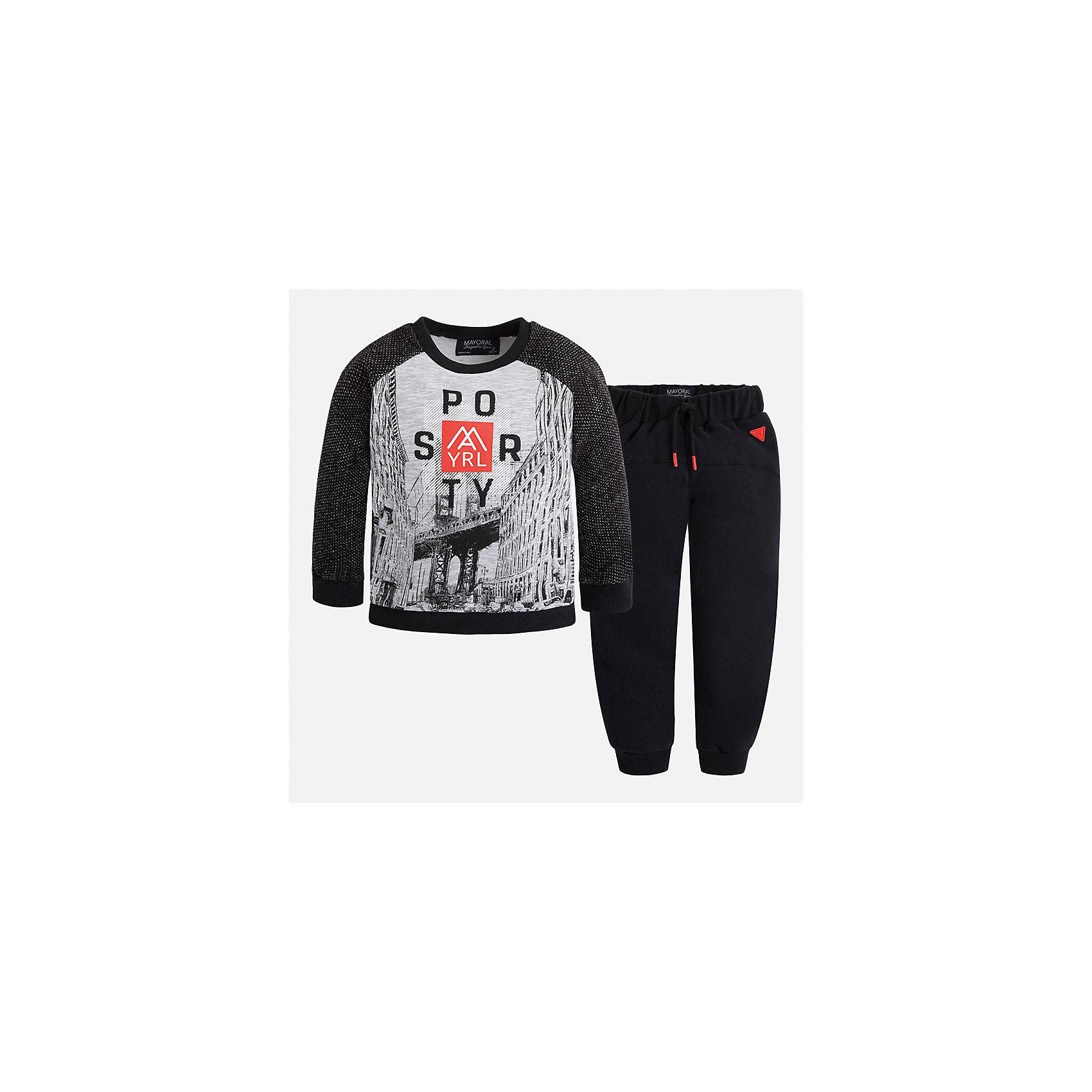 Спортивный костюм для мальчика MayoralКомплекты<br>Характеристики товара:<br><br>• цвет: черный<br>• состав ткани: 60% хлопок, 40% полиэстер<br>• комплектация: лонгслив, брюки<br>• сезон: демисезон<br>• особенности модели: спортивный стиль<br>• длинные рукава<br>• пояс брюк: резинка, шнурок<br>• страна бренда: Испания<br>• страна изготовитель: Индия<br><br>Детский спортивный комплект состоит из лонгслива и брюк. Спортивный костюм сделан из плотного приятного на ощупь материала. Благодаря продуманному крою детского спортивного костюма создаются комфортные условия для тела. Спортивный комплект для мальчика отличается стильный продуманным дизайном.<br><br>Спортивный костюм для мальчика Mayoral (Майорал) можно купить в нашем интернет-магазине.<br><br>Ширина мм: 247<br>Глубина мм: 16<br>Высота мм: 140<br>Вес г: 225<br>Цвет: черный<br>Возраст от месяцев: 18<br>Возраст до месяцев: 24<br>Пол: Мужской<br>Возраст: Детский<br>Размер: 92,134,128,122,116,110,104,98<br>SKU: 6933142