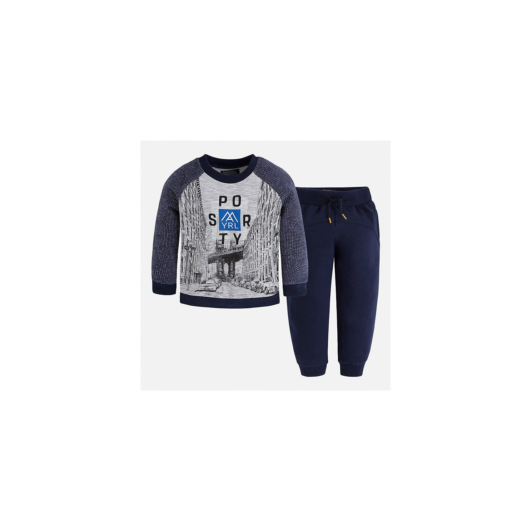 Спортивный костюм для мальчика MayoralКомплекты<br>Характеристики товара:<br><br>• цвет: синий<br>• состав ткани: 60% хлопок, 40% полиэстер<br>• комплектация: лонгслив, брюки<br>• сезон: демисезон<br>• особенности модели: спортивный стиль<br>• длинные рукава<br>• пояс брюк: резинка, шнурок<br>• страна бренда: Испания<br>• страна изготовитель: Индия<br><br>Модный спортивный костюм для мальчика от Майорал поможет обеспечить ребенку комфорт. Детский костюм для спорта отличается стильным и продуманным дизайном. В спортивном костюме для мальчика от испанской компании Майорал ребенок будет выглядеть модно, а чувствовать себя - комфортно. <br><br>Спортивный костюм для мальчика Mayoral (Майорал) можно купить в нашем интернет-магазине.<br><br>Ширина мм: 247<br>Глубина мм: 16<br>Высота мм: 140<br>Вес г: 225<br>Цвет: синий<br>Возраст от месяцев: 96<br>Возраст до месяцев: 108<br>Пол: Мужской<br>Возраст: Детский<br>Размер: 134,92,98,104,110,116,122,128<br>SKU: 6933151