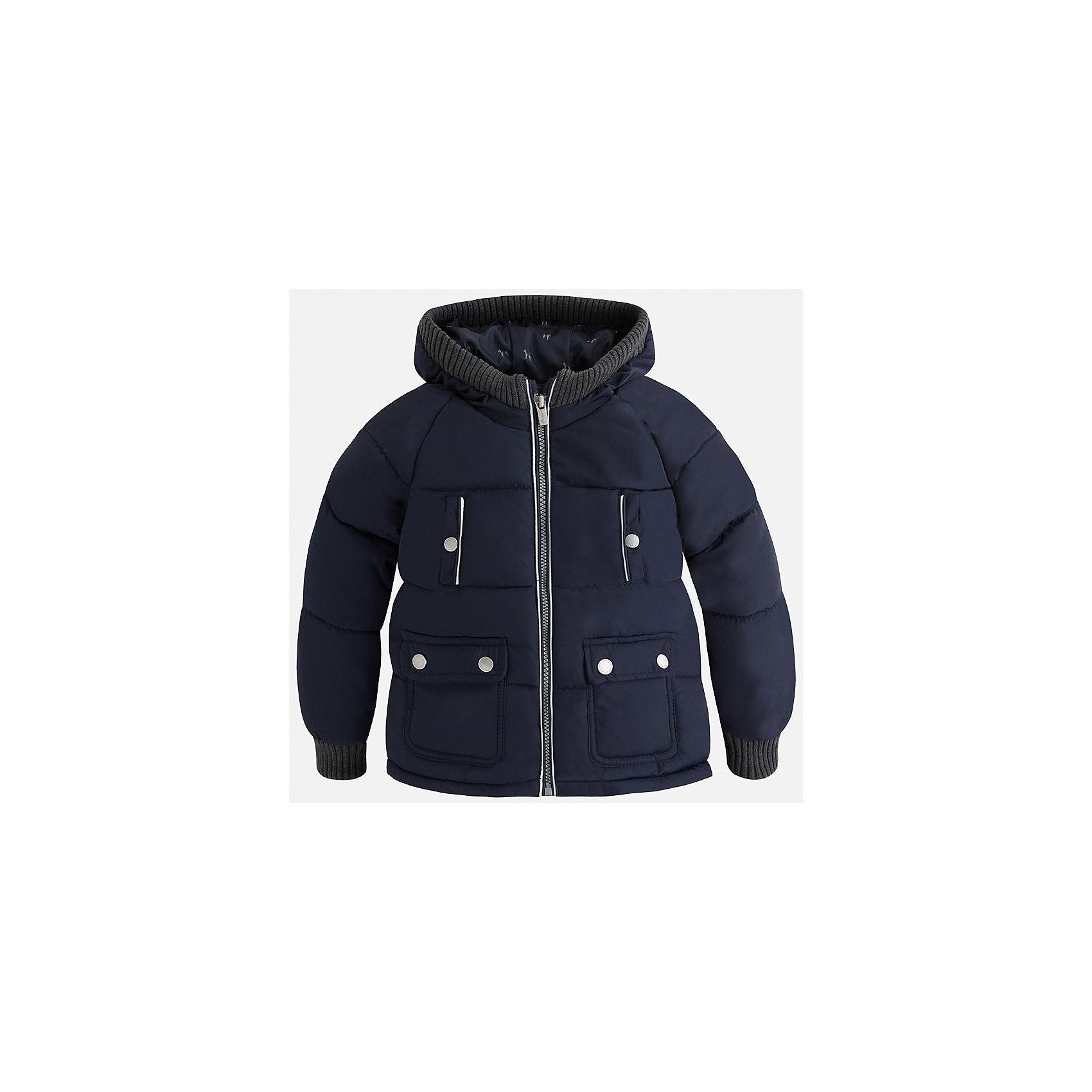 Куртка Mayoral для мальчикаВерхняя одежда<br>Характеристики товара:<br><br>• цвет: синий<br>• состав ткани: 65% полиамид, 35% полиэстер<br>• подкладка: 100% полиэстер<br>• утеплитель: 100% полиэстер<br>• сезон: демисезон<br>• температурный режим: от -10 до +10<br>• особенности куртки: дутая, с капюшоном<br>• капюшон: несъемный<br>• застежка: молния<br>• страна бренда: Испания<br>• страна изготовитель: Индия<br><br>Эта демисезонная куртка для мальчика от Майорал поможет обеспечить ребенку комфорт и тепло. Детская куртка с капюшоном отличается модным и продуманным дизайном. В куртке для мальчика от испанской компании Майорал ребенок будет выглядеть модно, а чувствовать себя - комфортно. <br><br>Куртку для мальчика Mayoral (Майорал) можно купить в нашем интернет-магазине.<br><br>Ширина мм: 356<br>Глубина мм: 10<br>Высота мм: 245<br>Вес г: 519<br>Цвет: синий<br>Возраст от месяцев: 96<br>Возраст до месяцев: 108<br>Пол: Мужской<br>Возраст: Детский<br>Размер: 134,92,98,104,110,116,122,128<br>SKU: 6934598