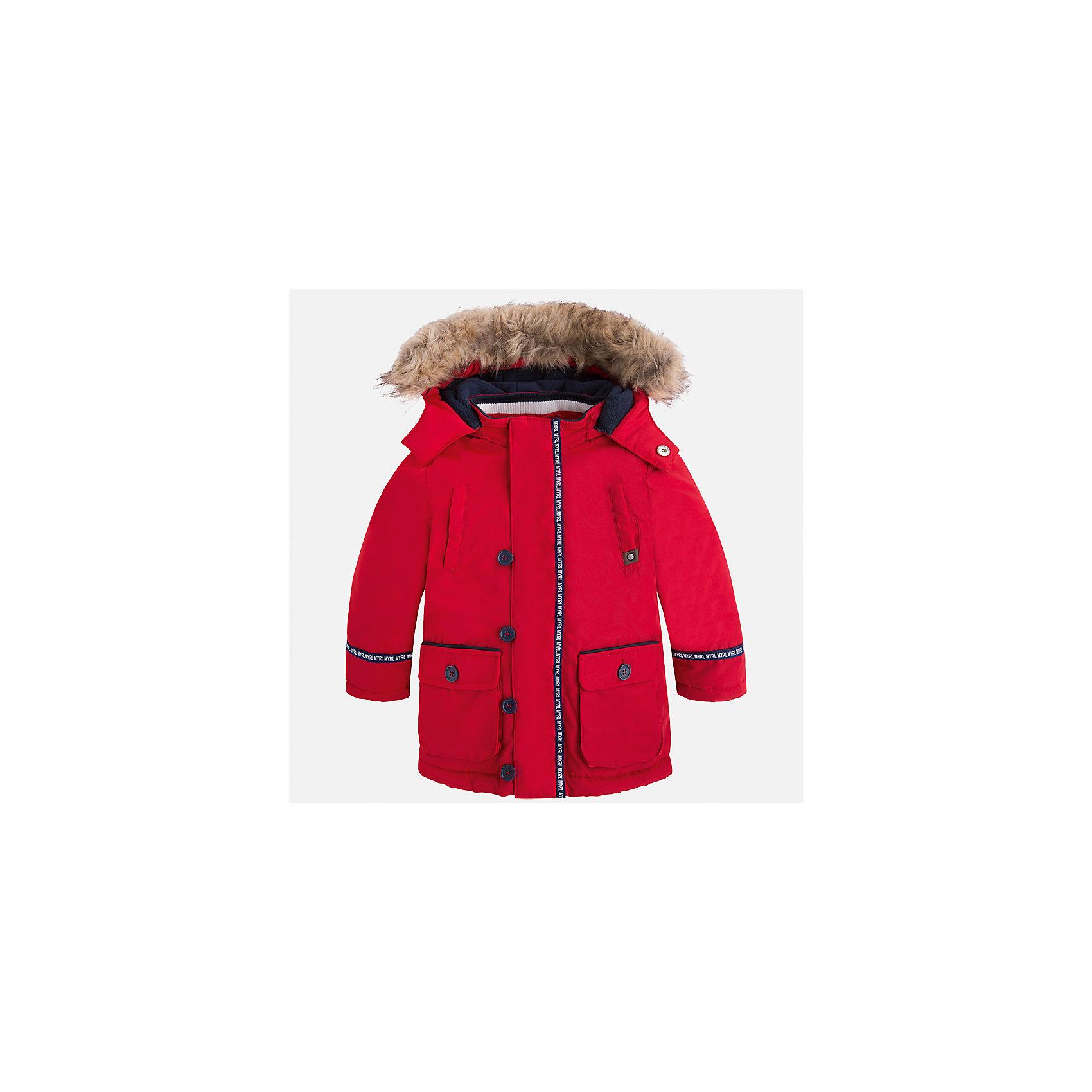 Куртка для мальчика MayoralВерхняя одежда<br>Характеристики товара:<br><br>• цвет: красный<br>• состав ткани: 100% полиэстер<br>• подкладка: 100% полиэстер<br>• утеплитель: 100% полиэстер<br>• сезон: демисезон<br>• температурный режим: от -10 до +10<br>• особенности куртки: с капюшоном<br>• капюшон: с опушкой<br>• застежка: молния<br>• страна бренда: Испания<br>• страна изготовитель: Индия<br><br>Яркая детская куртка сделана из легкого, но теплого материала. Благодаря качественной ткани детской куртки для мальчика создаются комфортные условия для тела. Красная куртка для мальчика отличается стильным продуманным дизайном.<br><br>Куртку для мальчика Mayoral (Майорал) можно купить в нашем интернет-магазине.<br><br>Ширина мм: 356<br>Глубина мм: 10<br>Высота мм: 245<br>Вес г: 519<br>Цвет: красный<br>Возраст от месяцев: 84<br>Возраст до месяцев: 96<br>Пол: Мужской<br>Возраст: Детский<br>Размер: 128,122,116,110,104,98,92,134<br>SKU: 6934715