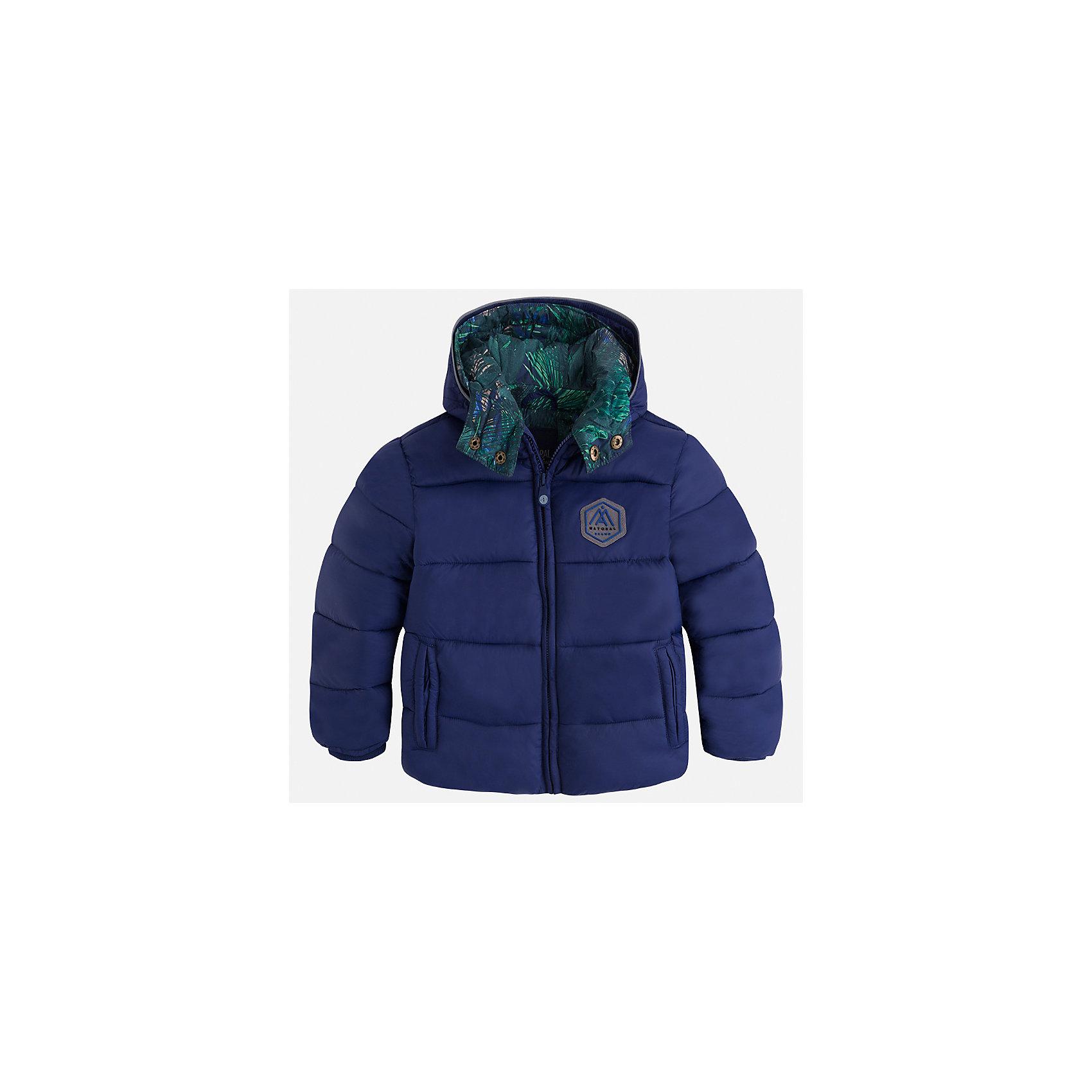 Куртка для мальчика MayoralДемисезонные куртки<br>Характеристики товара:<br><br>• цвет: фиолетовый<br>• состав ткани: 100% полиамид<br>• подкладка: 100% полиэстер<br>• утеплитель: 100% полиэстер<br>• сезон: демисезон<br>• температурный режим: от -10 до +10<br>• особенности куртки: дутая, с капюшоном<br>• капюшон: несъемный<br>• застежка: молния<br>• страна бренда: Испания<br>• страна изготовитель: Индия<br><br>Такая демисезонная детская куртка подойдет для переменной погоды. Отличный способ обеспечить ребенку тепло и комфорт - надеть теплую куртку от Mayoral. Детская куртка сшита из приятного на ощупь материала. Куртка для мальчика Mayoral дополнена теплой подкладкой.<br><br>Куртку для мальчика Mayoral (Майорал) можно купить в нашем интернет-магазине.<br><br>Ширина мм: 356<br>Глубина мм: 10<br>Высота мм: 245<br>Вес г: 519<br>Цвет: лиловый<br>Возраст от месяцев: 96<br>Возраст до месяцев: 108<br>Пол: Мужской<br>Возраст: Детский<br>Размер: 134,92,98,104,110,116,122,128<br>SKU: 6934760