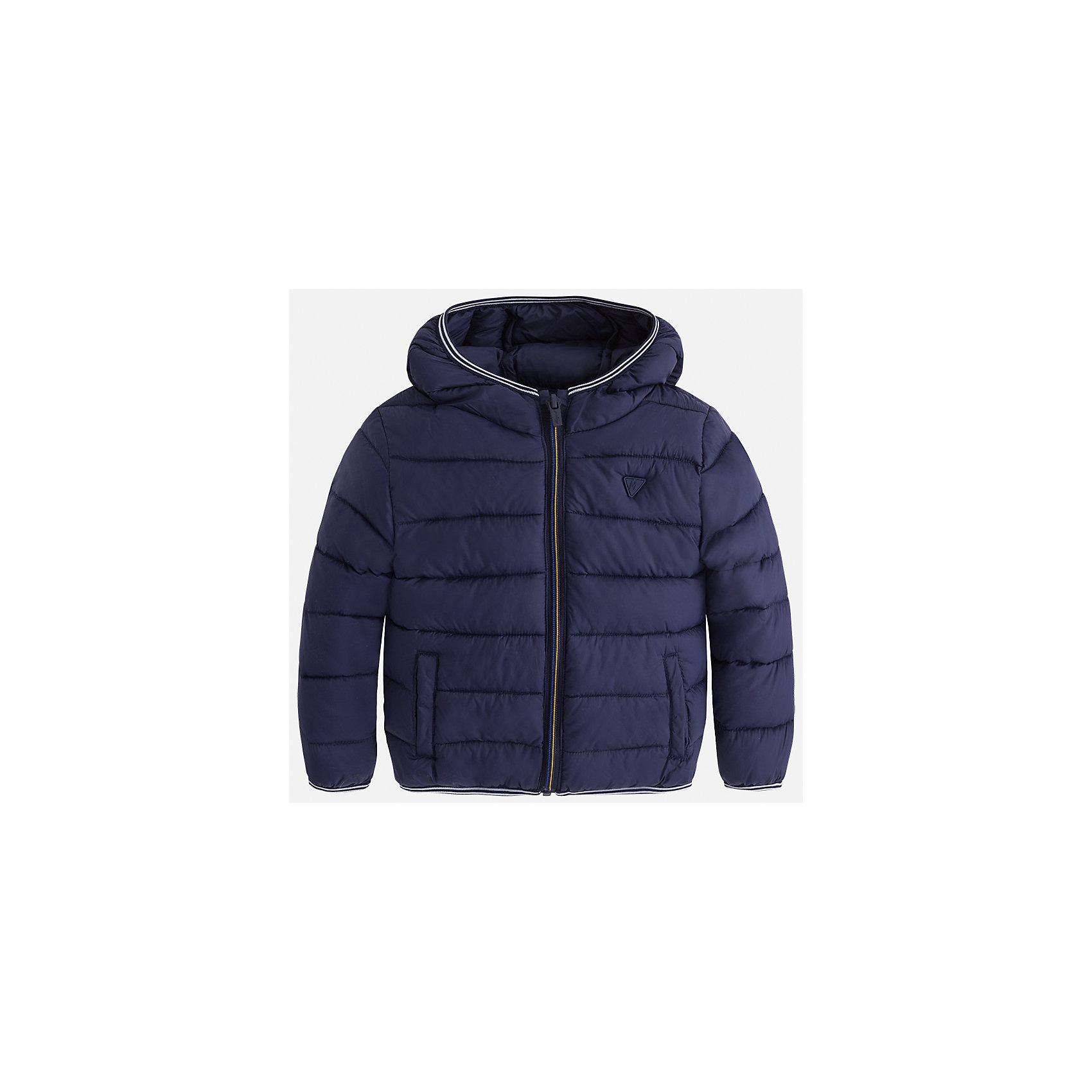 Куртка для мальчика MayoralВерхняя одежда<br>Характеристики товара:<br><br>• цвет: синий<br>• состав ткани: 100% полиамид<br>• подкладка: 100% полиамид<br>• утеплитель: 100% полиэстер<br>• сезон: демисезон<br>• температурный режим: от -10 до +10<br>• особенности модели: с капюшоном, сумка в комплекте<br>• капюшон: несъемный<br>• застежка: молния<br>• страна бренда: Испания<br>• страна изготовитель: Индия<br><br>Демисезонная детская куртка подойдет для переменной погоды. Отличный способ обеспечить ребенку тепло и комфорт - надеть теплую куртку от Mayoral. Детская куртка сшита из приятного на ощупь материала. Куртка для мальчика Mayoral дополнена теплой подкладкой.<br><br>Куртку для мальчика Mayoral (Майорал) можно купить в нашем интернет-магазине.<br><br>Ширина мм: 356<br>Глубина мм: 10<br>Высота мм: 245<br>Вес г: 519<br>Цвет: синий<br>Возраст от месяцев: 96<br>Возраст до месяцев: 108<br>Пол: Мужской<br>Возраст: Детский<br>Размер: 134,104,110,116,122,128<br>SKU: 6934841