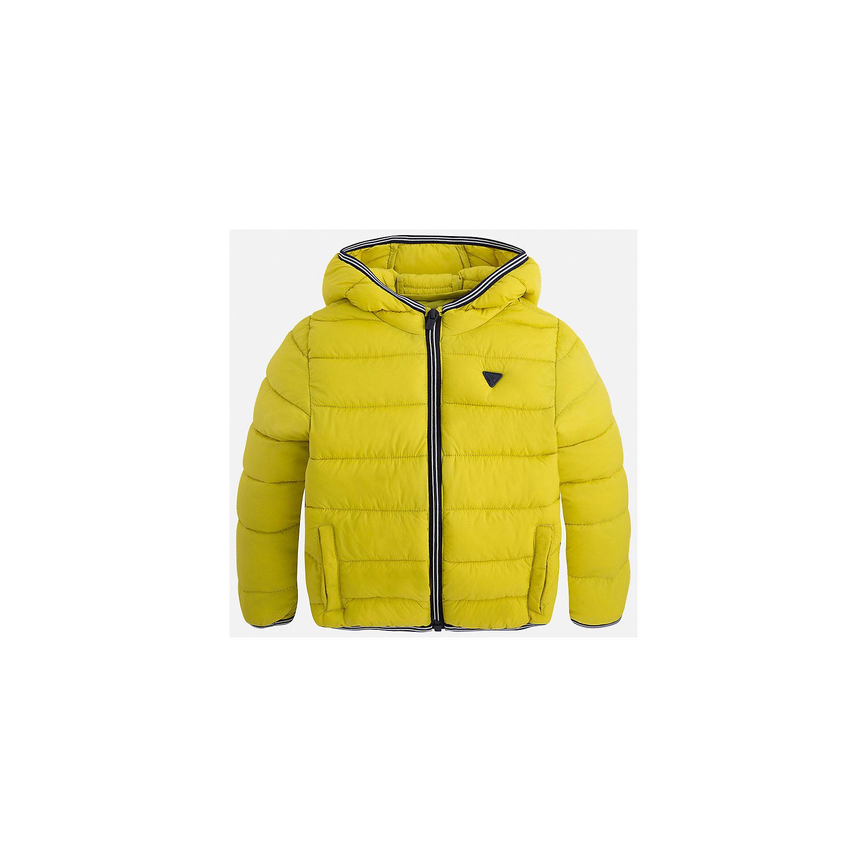 Куртка для мальчика MayoralВерхняя одежда<br>Характеристики товара:<br><br>• цвет: зеленый<br>• состав ткани: 100% полиамид<br>• подкладка: 100% полиамид<br>• утеплитель: 100% полиэстер<br>• сезон: демисезон<br>• температурный режим: от -10 до +10<br>• особенности модели: с капюшоном, сумка в комплекте<br>• капюшон: несъемный<br>• застежка: молния<br>• страна бренда: Испания<br>• страна изготовитель: Индия<br><br>Яркая детская куртка сделана из легкого, но теплого материала. Благодаря качественной ткани детской куртки для мальчика создаются комфортные условия для тела. Эта куртка для мальчика отличается стильным продуманным дизайном.<br><br>Куртку для мальчика Mayoral (Майорал) можно купить в нашем интернет-магазине.<br><br>Ширина мм: 356<br>Глубина мм: 10<br>Высота мм: 245<br>Вес г: 519<br>Цвет: зеленый<br>Возраст от месяцев: 96<br>Возраст до месяцев: 108<br>Пол: Мужской<br>Возраст: Детский<br>Размер: 134,92,98,104,110,116,122,128<br>SKU: 6934848