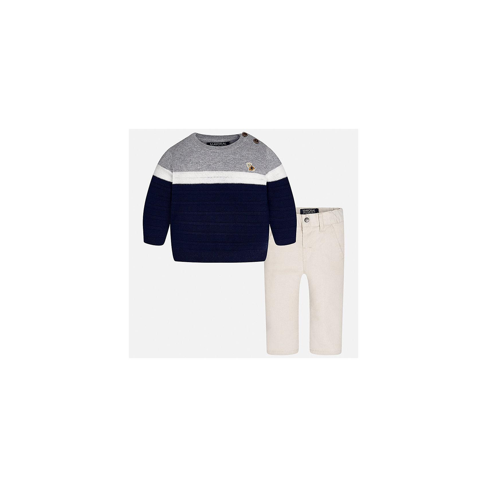 Комплект: свитер и брюки для мальчика MayoralКомплекты<br>Характеристики товара:<br><br>• цвет: синий/серый<br>• состав ткани: свитер - 60% хлопок, 30% полиамид, 10% шерсть, брюки - 100% хлопок,<br>• комплектация: свитер и брюки<br>• сезон: демисезон<br>• особенности модели: пуговицы на плече<br>• регулируемая талия<br>• застежка брюк: пуговица<br>• страна бренда: Испания<br>• страна изготовитель: Индия<br><br>Брюки и свитер для мальчика отлично сочетаются между собой, а также с другими вещами. Такой практичный и модный детский комплект из свитера и брюк подойдет для ношения в разных случаях. Детские брюки сшиты из приятного на ощупь материала. Свитер для мальчика Mayoral удобно сидит по фигуре. <br><br>Комплект: свитер и брюки для мальчика Mayoral (Майорал) можно купить в нашем интернет-магазине.<br><br>Ширина мм: 215<br>Глубина мм: 88<br>Высота мм: 191<br>Вес г: 336<br>Цвет: сине-серый<br>Возраст от месяцев: 24<br>Возраст до месяцев: 36<br>Пол: Мужской<br>Возраст: Детский<br>Размер: 98,74,80,86,92<br>SKU: 6935397