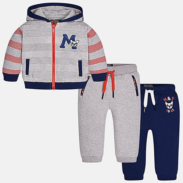 Спортивный костюм Mayoral для мальчикаКомплекты<br>Характеристики товара:<br><br>• цвет: серый<br>• состав ткани: 60% хлопок, 40% полиэстер<br>• комплектация: куртка, 2 брюк<br>• сезон: демисезон<br>• особенности модели: спортивный стиль<br>• застежка: молния<br>• длинные рукава<br>• пояс брюк: резинка, шнурок<br>• страна бренда: Испания<br>• страна изготовитель: Индия<br><br>Этот спортивный костюм для мальчика от Майорал поможет обеспечить ребенку комфорт. Детский костюм для спорта отличается стильным и продуманным дизайном. В спортивном костюме для мальчика от испанской компании Mayoral ребенок будет выглядеть модно, а чувствовать себя - комфортно. <br><br>Спортивный костюм для мальчика Mayoral (Майорал) можно купить в нашем интернет-магазине.<br><br>Ширина мм: 247<br>Глубина мм: 16<br>Высота мм: 140<br>Вес г: 225<br>Цвет: серый<br>Возраст от месяцев: 6<br>Возраст до месяцев: 9<br>Пол: Мужской<br>Возраст: Детский<br>Размер: 74,98,92,86,80<br>SKU: 6935486