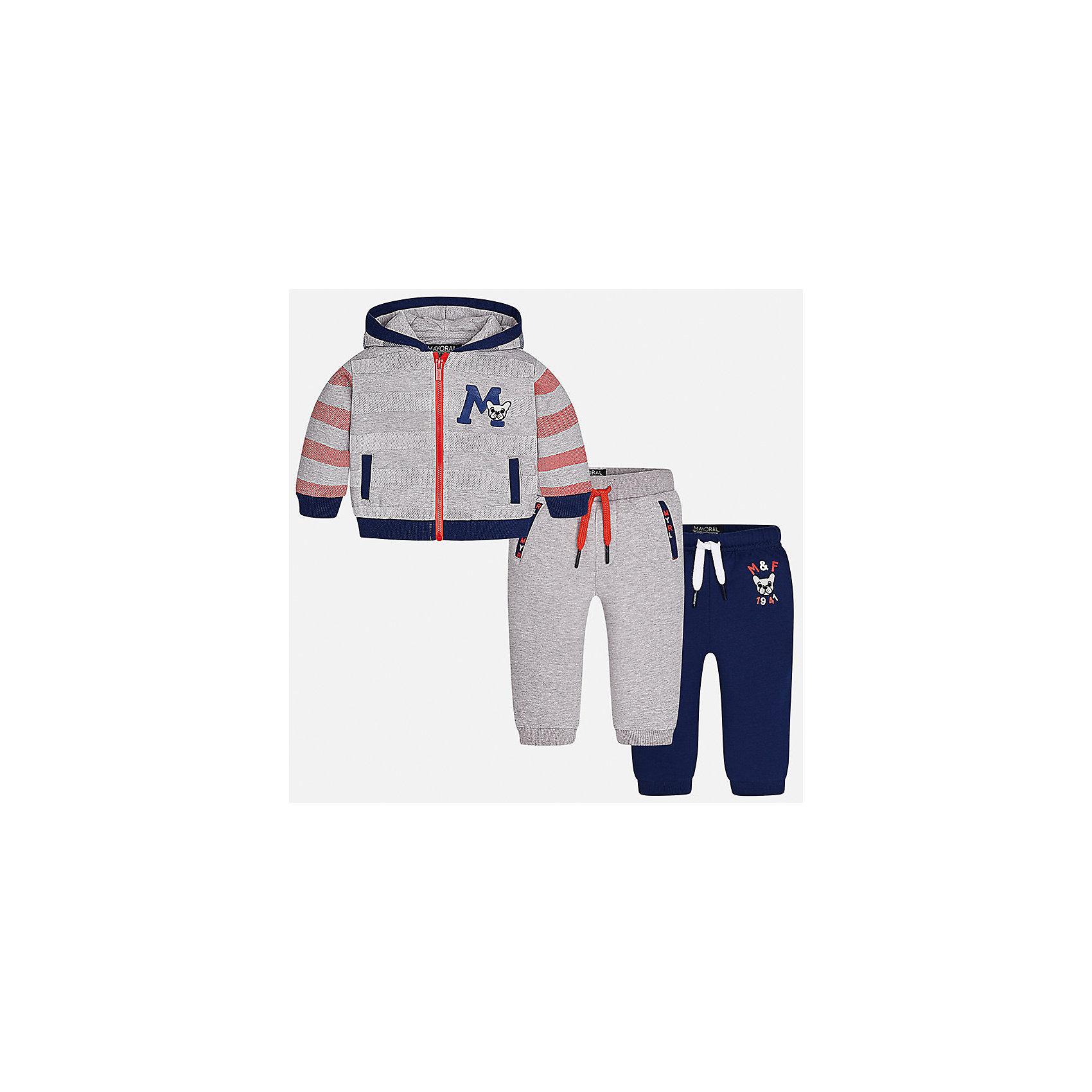 Спортивный костюм Mayoral для мальчикаКомплекты<br>Характеристики товара:<br><br>• цвет: серый<br>• состав ткани: 60% хлопок, 40% полиэстер<br>• комплектация: куртка, 2 брюк<br>• сезон: демисезон<br>• особенности модели: спортивный стиль<br>• застежка: молния<br>• длинные рукава<br>• пояс брюк: резинка, шнурок<br>• страна бренда: Испания<br>• страна изготовитель: Индия<br><br>Этот спортивный костюм для мальчика от Майорал поможет обеспечить ребенку комфорт. Детский костюм для спорта отличается стильным и продуманным дизайном. В спортивном костюме для мальчика от испанской компании Mayoral ребенок будет выглядеть модно, а чувствовать себя - комфортно. <br><br>Спортивный костюм для мальчика Mayoral (Майорал) можно купить в нашем интернет-магазине.<br><br>Ширина мм: 247<br>Глубина мм: 16<br>Высота мм: 140<br>Вес г: 225<br>Цвет: серый<br>Возраст от месяцев: 18<br>Возраст до месяцев: 24<br>Пол: Мужской<br>Возраст: Детский<br>Размер: 92,98,86,80,74<br>SKU: 6935486