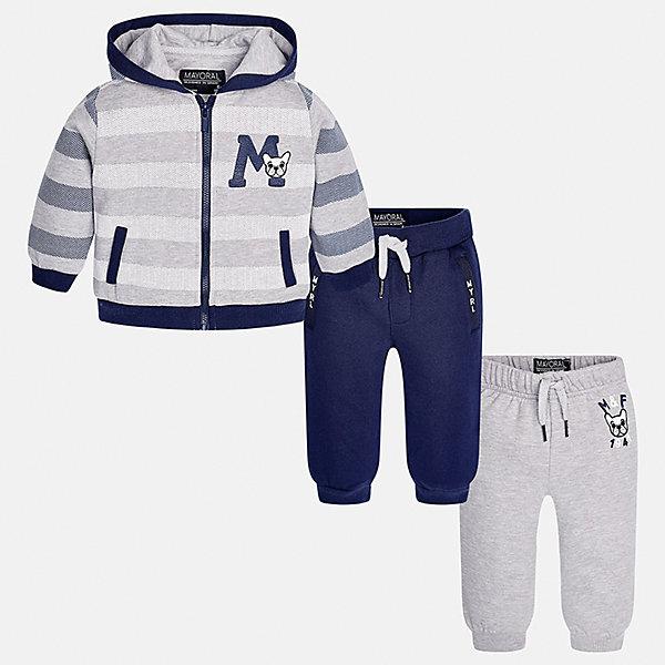 Спортивный костюм для мальчика MayoralКомплекты<br>Характеристики товара:<br><br>• цвет: серый/синий<br>• состав ткани: 60% хлопок, 40% полиэстер<br>• комплектация: куртка, 2 брюк<br>• сезон: демисезон<br>• особенности модели: спортивный стиль<br>• застежка: молния<br>• длинные рукава<br>• пояс брюк: резинка, шнурок<br>• страна бренда: Испания<br>• страна изготовитель: Индия<br><br>Такой детский спортивный комплект состоит из курточки и двух брюк. Спортивный костюм сделан из плотного приятного на ощупь материала. Благодаря продуманному крою детского спортивного костюма создаются комфортные условия для тела. Спортивный комплект для мальчика отличается стильным продуманным дизайном.<br><br>Спортивный костюм для мальчика Mayoral (Майорал) можно купить в нашем интернет-магазине.<br><br>Ширина мм: 247<br>Глубина мм: 16<br>Высота мм: 140<br>Вес г: 225<br>Цвет: сине-серый<br>Возраст от месяцев: 6<br>Возраст до месяцев: 9<br>Пол: Мужской<br>Возраст: Детский<br>Размер: 74,98,92,86,80<br>SKU: 6935498