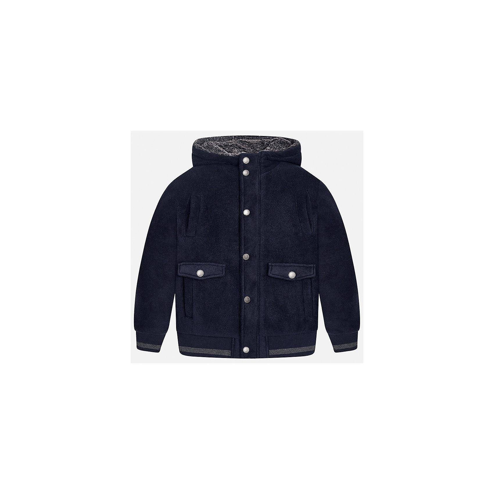 Куртка для мальчика MayoralДемисезонные куртки<br>Характеристики товара:<br><br>• цвет: синий;<br>• сезон: демисезон;<br>• состав ткани: 100% полиэстер;<br>• состав подкладки: 100% полиэстер;<br>• иммитация замши;<br>• капюшон: без меха, не отстегивается;<br>• страна бренда: Испания;<br>• страна изготовитель: Китай.<br><br>Демисезонная куртка для мальчика от популярного бренда Mayoral несомненно понравится вам и вашему ребенку. Качественные ткани, безупречное исполнение, все модели в центре модных тенденций. Внешняя ткань - иммитация замши - мягкая и приятная на ощупь, но в то же время износостойкая,  подкладка из флиса, аккуратные швы. Рукава и пояс на элестичных манжетах. Застегивается на кнопки, капюшон не отстегивается,  карманы спереди на кнопках.<br><br>Легкая и теплая куртка с капюшоном и карманами на холодную осень-весну. Грамотный крой изделия обеспечивает отличную посадку по фигуре. Современная и элегантная модель выгодно сочитается с любыми предметами детского гардероба.<br><br>Куртку  для мальчика Mayoral (Майорал) можно купить в нашем интернет-магазине.<br><br>Ширина мм: 356<br>Глубина мм: 10<br>Высота мм: 245<br>Вес г: 519<br>Цвет: голубой<br>Возраст от месяцев: 168<br>Возраст до месяцев: 180<br>Пол: Мужской<br>Возраст: Детский<br>Размер: 170,128/134,140,152,158,164<br>SKU: 6938652
