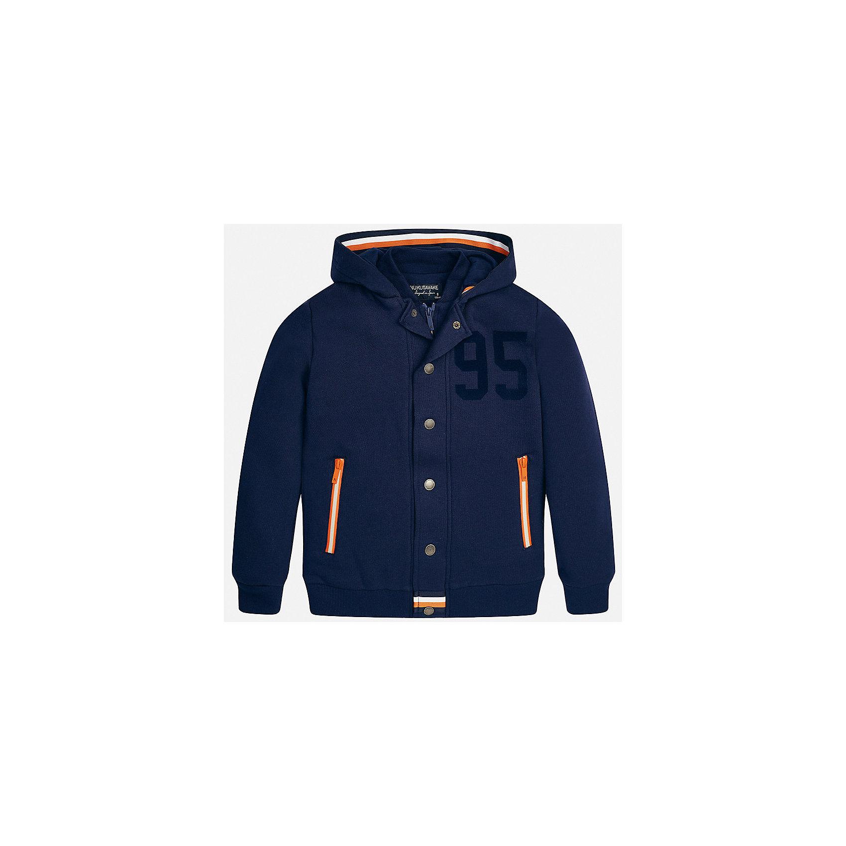 Куртка для мальчика MayoralДемисезонные куртки<br>Характеристики товара:<br><br>• цвет:синий;<br>• сезон: демисезон;<br>• состав ткани: 60% хлопок, 40% полиэстер;<br>• имитация двух вещей;<br>• спортивный стиль;<br>• капюшон: не отстегивается;<br>• страна бренда: Испания;<br>• страна изготовитель: Китай.<br><br>Толстовка для мальчика от популярного бренда Mayoral несомненно понравится вам и вашему ребенку. Качественные ткани, безупречное исполнение, все модели в центре модных тенденций. Незначительный внутренний начес, аккуратные швы, грамотный крой изделия обеспечивает отличную посадку по фигуре. Рукава и пояс на элестичных манжетах. Застегивается на кнопки, капюшон не отстегивается,  карманы спереди на молнии.<br><br>Изюминкой этой модели является двойной воротник, создавая впечатление комплекта из двух вещей, смотрится очень стильно и современно. Толстовка от Mayoral  синего цвета в спортивном стиле станет отличным дополнением к различным предметам гардеробы.<br><br>Толстовку для мальчика Mayoral (Майорал) можно купить в нашем интернет-магазине.<br><br>Ширина мм: 356<br>Глубина мм: 10<br>Высота мм: 245<br>Вес г: 519<br>Цвет: синий<br>Возраст от месяцев: 168<br>Возраст до месяцев: 180<br>Пол: Мужской<br>Возраст: Детский<br>Размер: 170,128/134,140,152,158,164<br>SKU: 6938673
