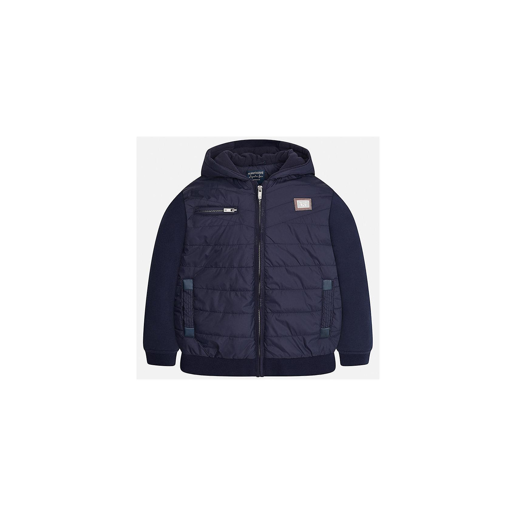 Куртка для мальчика MayoralВерхняя одежда<br>Характеристики товара:<br><br>• цвет: темно-синий;<br>• сезон: демисезон;<br>• состав ткани: 100% полиэстер;<br>• состав подкладки: 100% полиэстер;<br>• на молнии;<br>• капюшон не отстегивается;<br>• страна бренда: Испания;<br>• страна изготовитель: Китай.<br><br>Демисезонная куртка для мальчика от популярного бренда Mayoral несомненно понравится вам и вашему ребенку. Качественные ткани, безупречное исполнение, все модели в центре модных тенденций. <br><br>Изюминкой этой модели является комбинация разных фактур ткани - мягкая плащевая ткань - хорошая воздухопроницаемая защита,  трикотажные рукова - не стесняют движений,  а также подкладка из флиса и аккуратные швы. Рукава и пояс на элестичных манжетах. Застегивается на молнию, капюшон не отстегивается,  карманы спереди на молниих.<br><br>Легкая и теплая куртка с капюшоном и карманами на холодную осень-весну. Грамотный крой изделия обеспечивает отличную посадку по фигуре. Все эти преимущества делают данную модель незаменимой для активных прогулок.<br><br>Куртку  для мальчика Mayoral (Майорал) можно купить в нашем интернет-магазине.<br><br>Ширина мм: 356<br>Глубина мм: 10<br>Высота мм: 245<br>Вес г: 519<br>Цвет: синий<br>Возраст от месяцев: 96<br>Возраст до месяцев: 108<br>Пол: Мужской<br>Возраст: Детский<br>Размер: 128/134,170,140,152,158,164<br>SKU: 6938701