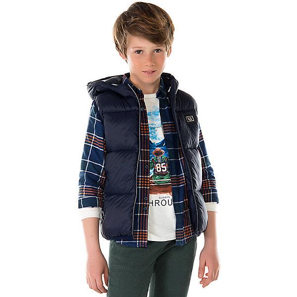Жилет для мальчика MayoralВерхняя одежда<br>Характеристики товара:<br><br>• цвет: темно-синий;<br>• сезон: демисезон;<br>• состав ткани: 100% полиэстер;<br>• состав подкладки: 100% полиэстер;<br>• стеганный, на молнии;<br>• капюшон: без меха, не отстегивается;<br>• страна бренда: Испания;<br>• страна изготовитель: Мьянма.<br><br>Жилет для мальчика от популярного бренда Mayoral несомненно понравится вам и вашему ребенку. Качественные ткани, безупречное исполнение, все модели в центре модных тенденций. Утепленный жилет декорирован нашивкой на груди и принтом по спине, врезные карманы на прорезиненных молниях. Ткань - мягкая, плащевая.  Капюшон со светоотражающими элементами.<br><br>Жилет  для мальчика Mayoral (Майорал) можно купить в нашем интернет-магазине.<br><br>Ширина мм: 190<br>Глубина мм: 74<br>Высота мм: 229<br>Вес г: 236<br>Цвет: голубой<br>Возраст от месяцев: 168<br>Возраст до месяцев: 180<br>Пол: Мужской<br>Возраст: Детский<br>Размер: 170,128/134,164,158,152,140<br>SKU: 6938754