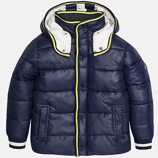Куртка для мальчика MayoralВерхняя одежда<br>Характеристики товара:<br><br>• цвет: темно-синий;<br>• сезон: демисезон;<br>• температурный режим: от 0 до +10С;<br>• состав ткани: 100% полиэстер;<br>• состав подкладки: 100% хлопок;<br>• на молнии;<br>• капюшон:  отстегивается, без меха;<br>• страна бренда: Испания;<br>• страна изготовитель: Китай.<br><br>Утепленная демисезонная куртка для мальчика от популярного бренда Mayoral несомненно понравится вам и вашему ребенку. Качественные ткани, безупречное исполнение, все модели в центре модных тенденций. <br><br>Стеганная модель синего цвета выполнена из мягкой плащевой  ткани и внутренней флисовой подкладки, обеспечивающие хорошую воздухопроницаемую защиту,  рукава, вортник и пояс на внутренних элестичных манжетах. Застегивается на молнию и кнопки, капюшон  отстегивается с помощью кнопок,  боковые карманы спереди на кнопках. Декорирована контрастной оконтовко и нашивкой-логотипом на рукаве.<br><br>Легкая и теплая куртка с капюшоном и карманами на холодную осень-весну. Грамотный крой изделия обеспечивает отличную посадку по фигуре. Все эти преимущества делают данную модель незаменимой для активных прогулок и повседневной носки.<br><br>Утепленная демисезонная куртка для мальчика Mayoral (Майорал) можно купить в нашем интернет-магазине.<br><br>Ширина мм: 356<br>Глубина мм: 10<br>Высота мм: 245<br>Вес г: 519<br>Цвет: темно-синий<br>Возраст от месяцев: 96<br>Возраст до месяцев: 108<br>Пол: Мужской<br>Возраст: Детский<br>Размер: 128/134,170,164,158,152,140<br>SKU: 6938782