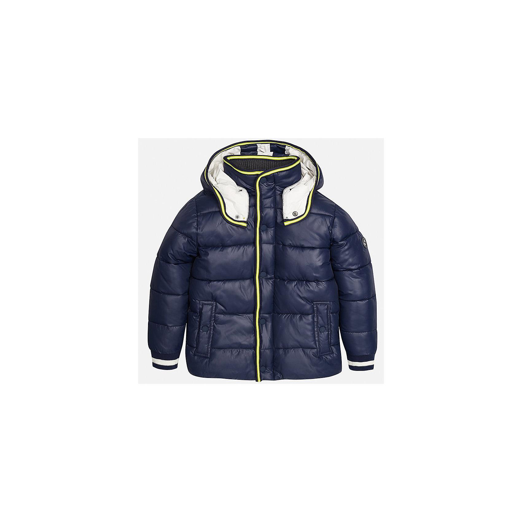 Куртка для мальчика MayoralДемисезонные куртки<br>Характеристики товара:<br><br>• цвет: темно-синий;<br>• сезон: демисезон;<br>• температурный режим: от 0 до +10С;<br>• состав ткани: 100% полиэстер;<br>• состав подкладки: 100% хлопок;<br>• на молнии;<br>• капюшон:  отстегивается, без меха;<br>• страна бренда: Испания;<br>• страна изготовитель: Китай.<br><br>Утепленная демисезонная куртка для мальчика от популярного бренда Mayoral несомненно понравится вам и вашему ребенку. Качественные ткани, безупречное исполнение, все модели в центре модных тенденций. <br><br>Стеганная модель синего цвета выполнена из мягкой плащевой  ткани и внутренней флисовой подкладки, обеспечивающие хорошую воздухопроницаемую защиту,  рукава, вортник и пояс на внутренних элестичных манжетах. Застегивается на молнию и кнопки, капюшон  отстегивается с помощью кнопок,  боковые карманы спереди на кнопках. Декорирована контрастной оконтовко и нашивкой-логотипом на рукаве.<br><br>Легкая и теплая куртка с капюшоном и карманами на холодную осень-весну. Грамотный крой изделия обеспечивает отличную посадку по фигуре. Все эти преимущества делают данную модель незаменимой для активных прогулок и повседневной носки.<br><br>Утепленная демисезонная куртка для мальчика Mayoral (Майорал) можно купить в нашем интернет-магазине.<br><br>Ширина мм: 356<br>Глубина мм: 10<br>Высота мм: 245<br>Вес г: 519<br>Цвет: темно-синий<br>Возраст от месяцев: 168<br>Возраст до месяцев: 180<br>Пол: Мужской<br>Возраст: Детский<br>Размер: 170,128/134,140,152,158,164<br>SKU: 6938782
