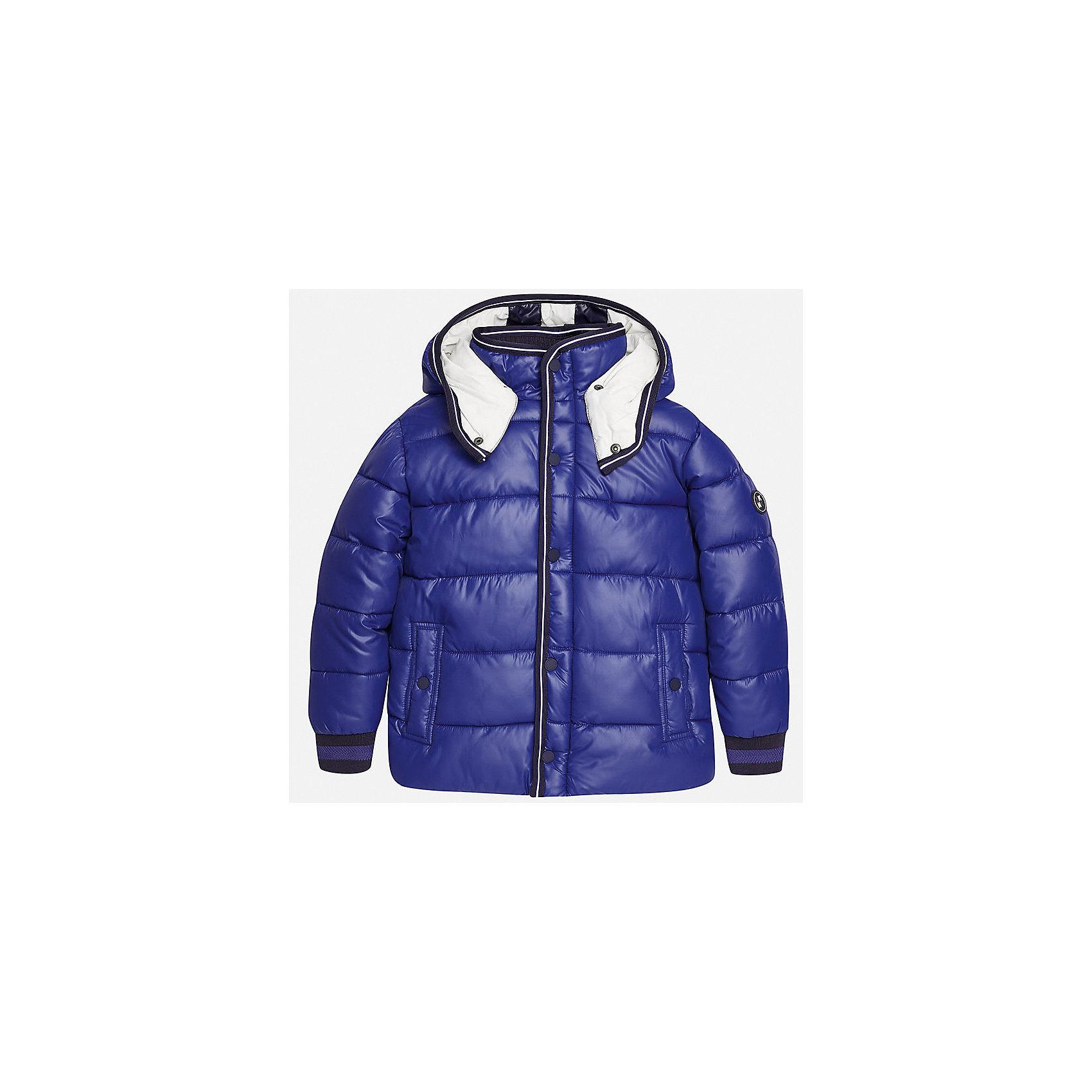 Куртка для мальчика MayoralВерхняя одежда<br>Характеристики товара:<br><br>• цвет: голубой;<br>• сезон: демисезон;<br>• температурный режим: от 0 до +10С;<br>• состав ткани: 100% полиэстер;<br>• состав подкладки: 100% хлопок;<br>• на молнии;<br>• капюшон:  отстегивается, без меха;<br>• страна бренда: Испания;<br>• страна изготовитель: Китай.<br><br>Утепленная демисезонная куртка для мальчика от популярного бренда Mayoral несомненно понравится вам и вашему ребенку. Качественные ткани, безупречное исполнение, все модели в центре модных тенденций. <br><br>Стеганная модель голубого цвета выполнена из мягкой плащевой  ткани и внутренней флисовой подкладки, обеспечивающие хорошую воздухопроницаемую защиту,  рукава, воротник и пояс на внутренних элестичных манжетах. Застегивается на молнию и кнопки, капюшон  отстегивается с помощью кнопок,  боковые карманы спереди на кнопках. Декорирована контрастной оконтовко и нашивкой-логотипом на рукаве.<br><br>Легкая и теплая куртка с капюшоном и карманами на холодную осень-весну. Грамотный крой изделия обеспечивает отличную посадку по фигуре. Все эти преимущества делают данную модель незаменимой для активных прогулок и повседневной носки.<br><br>Утепленная демисезонная куртка для мальчика Mayoral (Майорал) можно купить в нашем интернет-магазине.<br><br>Ширина мм: 356<br>Глубина мм: 10<br>Высота мм: 245<br>Вес г: 519<br>Цвет: синий<br>Возраст от месяцев: 168<br>Возраст до месяцев: 180<br>Пол: Мужской<br>Возраст: Детский<br>Размер: 170,128/134,140,152,158,164<br>SKU: 6938796