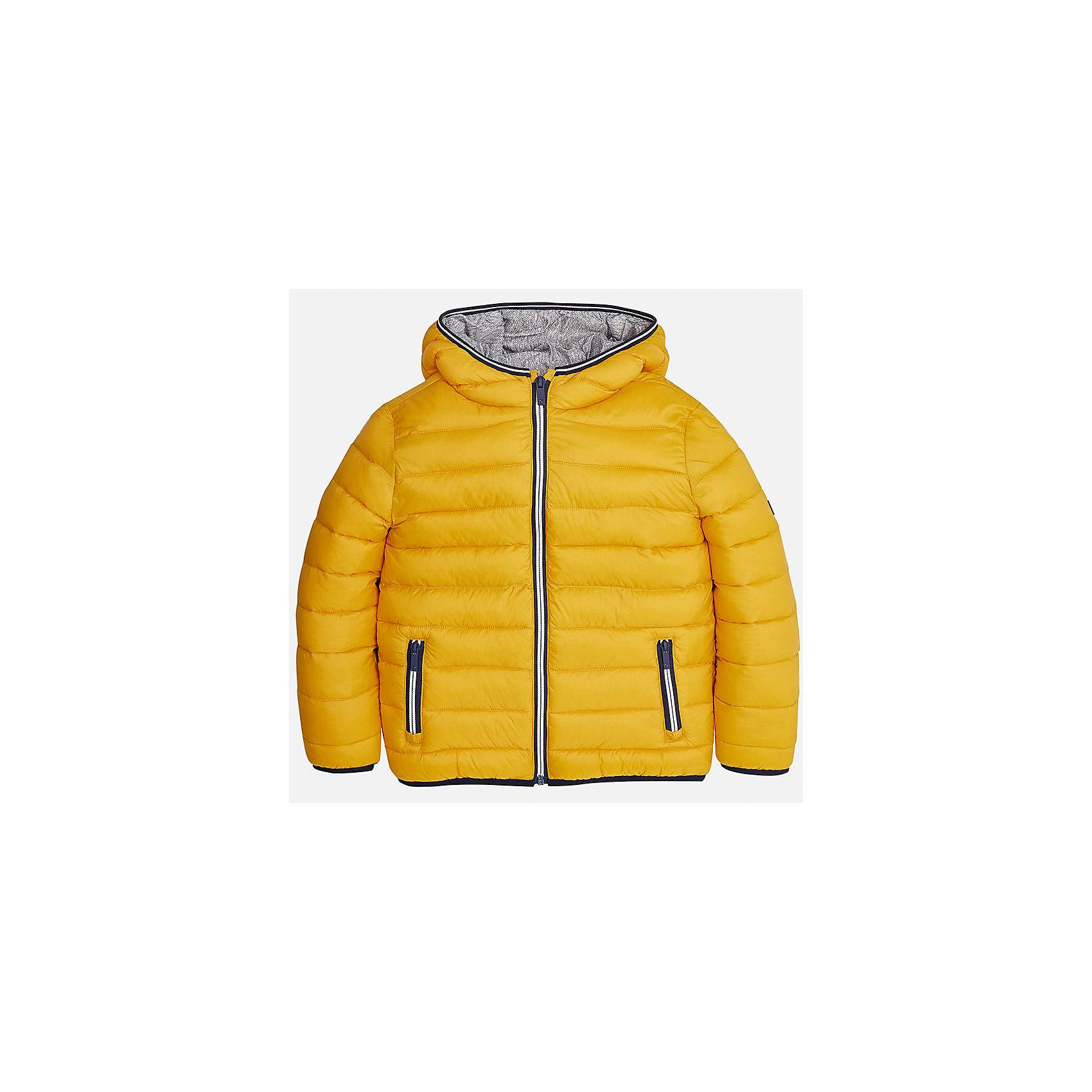 Куртка для мальчика MayoralВерхняя одежда<br>Характеристики товара:<br><br>• цвет: желтый;<br>• сезон: демисезон;<br>• температурный режим: от 0 до +10С;<br>• состав ткани: 100% полиамид;<br>• состав подкладки: 100% полиамид;<br>• состав наполнителя: 100% полиэстер;<br>• стеганая;<br>• на молнии;<br>• капюшон: без меха, не отстегивается;<br>• страна бренда: Испания;<br>• страна изготовитель: Бангладеш.<br><br>Демисезонная куртка для мальчика от популярного бренда Mayoral несомненно понравится вам и вашему ребенку. Качественные ткани, безупречное исполнение, все модели в центре модных тенденций. Внешняя ткань и подкладка плащевая, обуспечивают хорошую защиту от ветра и непогоды, внутренний утеплитель, аккуратные швы. Рукава на внутренней манжете. Застегивается на замок-молнию, капюшон не отстегивается, боковые карманы на молнии. <br><br>Легкая и теплая куртка с капюшоном и карманами на холодную осень-весну. Грамотный крой изделия обеспечивает отличную посадку по фигуре.<br><br>Куртку  для мальчика Mayoral (Майорал) можно купить в нашем интернет-магазине.<br><br>Ширина мм: 356<br>Глубина мм: 10<br>Высота мм: 245<br>Вес г: 519<br>Цвет: оранжевый<br>Возраст от месяцев: 168<br>Возраст до месяцев: 180<br>Пол: Мужской<br>Возраст: Детский<br>Размер: 170,128/134,140,152,158,164<br>SKU: 6938824