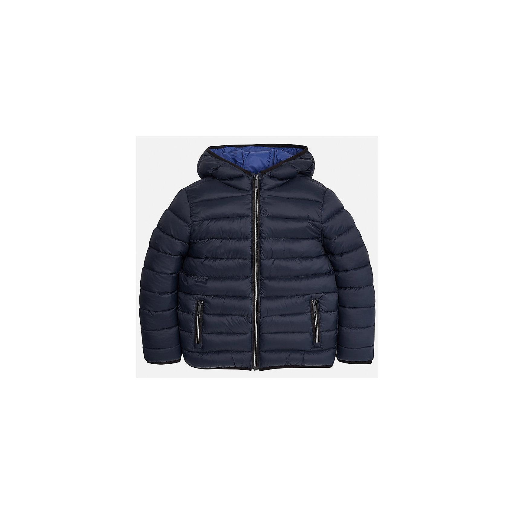 Куртка для мальчика MayoralВерхняя одежда<br>Характеристики товара:<br><br>• цвет: синий;<br>• сезон: демисезон;<br>• температурный режим: от 0 до +10С;<br>• состав ткани: 100% полиамид;<br>• состав подкладки: 100% полиамид;<br>• состав наполнителя: 100% полиэстер;<br>• стеганая;<br>• на молнии;<br>• капюшон: без меха, не отстегивается;<br>• страна бренда: Испания;<br>• страна изготовитель: Бангладеш.<br><br>Демисезонная куртка для мальчика от популярного бренда Mayoral несомненно понравится вам и вашему ребенку. Качественные ткани, безупречное исполнение, все модели в центре модных тенденций. Внешняя ткань и подкладка плащевая, обуспечивают хорошую защиту от ветра и непогоды, внутренний утеплитель, аккуратные швы. Рукава на внутренней манжете. Застегивается на замок-молнию, капюшон не отстегивается, боковые карманы на молнии. <br><br>Легкая и теплая куртка с капюшоном и карманами на холодную осень-весну. Грамотный крой изделия обеспечивает отличную посадку по фигуре.<br><br>Куртку  для мальчика Mayoral (Майорал) можно купить в нашем интернет-магазине.<br><br>Ширина мм: 356<br>Глубина мм: 10<br>Высота мм: 245<br>Вес г: 519<br>Цвет: серый<br>Возраст от месяцев: 168<br>Возраст до месяцев: 180<br>Пол: Мужской<br>Возраст: Детский<br>Размер: 170,128/134,140,152,158,164<br>SKU: 6938831
