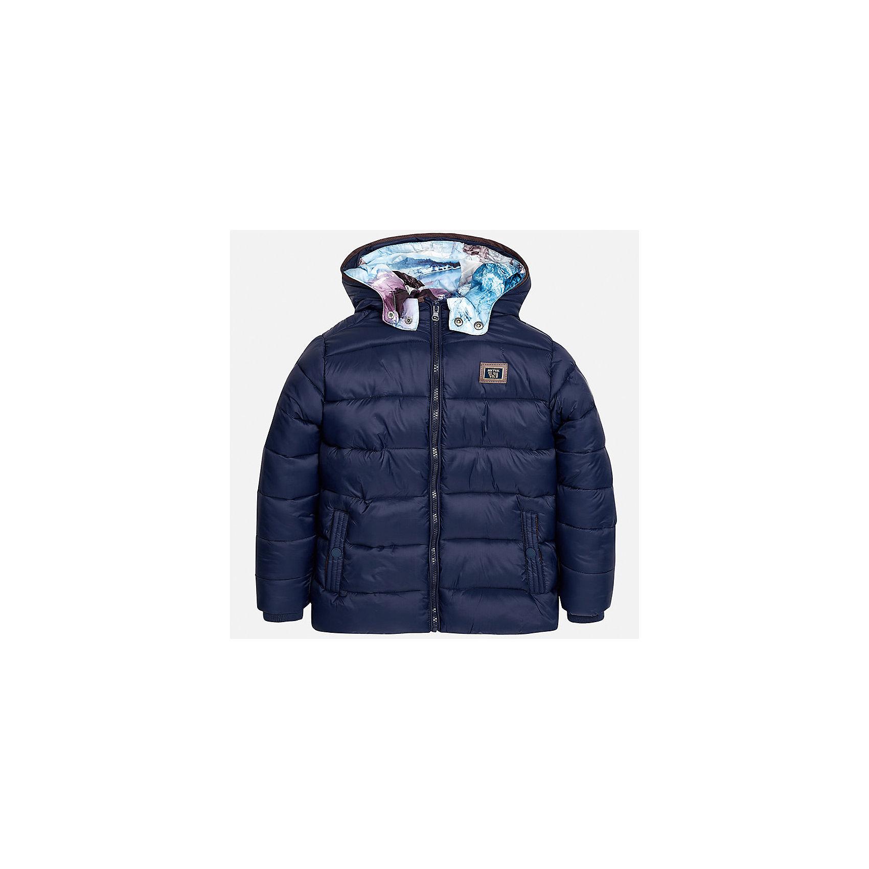Куртка для мальчика MayoralДемисезонные куртки<br>Характеристики товара:<br><br>• цвет:темно-синий;<br>• сезон: демисезон;<br>• температурный режим: от 0 до +10С;<br>• состав ткани: 100% полиамид;<br>• состав подкладки и наполнителя: 100% полиэстер;<br>• на молнии;<br>• стеганая;<br>• капюшон:  отстегивается, без меха;<br>• страна бренда: Испания;<br>• страна изготовитель: Китай.<br><br>Утепленная демисезонная куртка для мальчика с двойным капюшоном от популярного бренда Mayoral несомненно понравится вам и вашему ребенку. Качественные ткани, безупречное исполнение, все модели в центре модных тенденций. <br><br>Стеганная модель синего цвета выполнена из мягкой плащевой  ткани и внутренней плащевой подкладки, обеспечивающие хорошую воздухопроницаемую защиту,  рукава и пояс на внутренних трикотажных манжетах. Застегивается на молнию, дополнена боковыми врезными карманами. Двойной капюшон: внешний плащевый и внутренний  трикотажный с принтом, съемный (на молнии), с фиксацией на кнопки.   Декорирована  нашивкой-логотипом на на груди.<br><br>Легкая и теплая куртка с капюшоном и карманами на холодную осень-весну. Грамотный крой изделия обеспечивает отличную посадку по фигуре. Все эти преимущества делают данную модель незаменимой для активных прогулок и повседневной носки.<br><br>Утепленная демисезонная куртка для мальчика Mayoral (Майорал) можно купить в нашем интернет-магазине.<br><br>Ширина мм: 356<br>Глубина мм: 10<br>Высота мм: 245<br>Вес г: 519<br>Цвет: темно-синий<br>Возраст от месяцев: 168<br>Возраст до месяцев: 180<br>Пол: Мужской<br>Возраст: Детский<br>Размер: 170,128/134,140,152,158,164<br>SKU: 6938845
