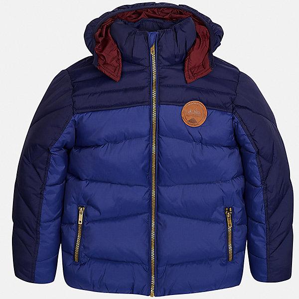 Куртка для мальчика MayoralДемисезонные куртки<br>Характеристики товара:<br><br>• цвет: синий;<br>• сезон: демисезон;<br>• состав ткани: 100% полиэстер;<br>• состав подкладки и наполнителя: 100% полиэстер;<br>• на молнии и на кнопках;<br>• капюшон:  отстегивается, без меха;<br>• страна бренда: Испания;<br>• страна изготовитель: Китай.<br><br>Утепленная демисезонная куртка для мальчика от популярного бренда Mayoral несомненно понравится вам и вашему ребенку. Качественные ткани, безупречное исполнение, все модели в центре модных тенденций. Изюминкой этой модели является комбинация разных фактур ткани и цветов, а также наличие светоотражающих элементов.<br><br>Стеганная модель выполнена из мягкой плащевой  ткани и внутренней плащевой подкладки, обеспечивающие хорошую воздухопроницаемую защиту,  рукава и пояс на внутренних трикотажных манжетах. Застегивается на молнию, дополнена боковыми врезными карманами.  Декорирована  нашивкой-логотипом на на груди.<br><br>Легкая и теплая куртка с капюшоном и карманами на холодную осень-весну. Грамотный крой изделия обеспечивает отличную посадку по фигуре. Все эти преимущества делают данную модель незаменимой для активных прогулок и повседневной носки.<br><br>Утепленная демисезонная куртка для мальчика Mayoral (Майорал) можно купить в нашем интернет-магазине.<br>Ширина мм: 356; Глубина мм: 10; Высота мм: 245; Вес г: 519; Цвет: синий; Возраст от месяцев: 96; Возраст до месяцев: 108; Пол: Мужской; Возраст: Детский; Размер: 128/134,158,152,140,170,164; SKU: 6938859;
