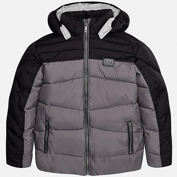 Куртка для мальчика MayoralДемисезонные куртки<br>Характеристики товара:<br><br>• цвет: серый;<br>• сезон: демисезон;<br>• температурный режим: от 0 до +10С;<br>• состав ткани: 100% полиэстер;<br>• состав подкладки и наполнителя: 100% полиэстер;<br>• на молнии и на кнопках;<br>• капюшон:  отстегивается, без меха;<br>• страна бренда: Испания;<br>• страна изготовитель: Китай.<br><br>Утепленная демисезонная куртка для мальчика от популярного бренда Mayoral несомненно понравится вам и вашему ребенку. Качественные ткани, безупречное исполнение, все модели в центре модных тенденций. Изюминкой этой модели является комбинация разных фактур ткани и цветов, а также наличие светоотражающих элементов.<br><br>Стеганная модель выполнена из мягкой плащевой  ткани и внутренней плащевой подкладки, обеспечивающие хорошую воздухопроницаемую защиту,  рукава и пояс на внутренних трикотажных манжетах. Застегивается на молнию, дополнена боковыми врезными карманами.  Декорирована  нашивкой-логотипом на на груди.<br><br>Легкая и теплая куртка с капюшоном и карманами на холодную осень-весну. Грамотный крой изделия обеспечивает отличную посадку по фигуре. Все эти преимущества делают данную модель незаменимой для активных прогулок и повседневной носки.<br><br>Утепленная демисезонная куртка для мальчика Mayoral (Майорал) можно купить в нашем интернет-магазине.<br><br>Ширина мм: 356<br>Глубина мм: 10<br>Высота мм: 245<br>Вес г: 519<br>Цвет: серый<br>Возраст от месяцев: 108<br>Возраст до месяцев: 120<br>Пол: Мужской<br>Возраст: Детский<br>Размер: 140,170,164,158,152,128/134<br>SKU: 6938866