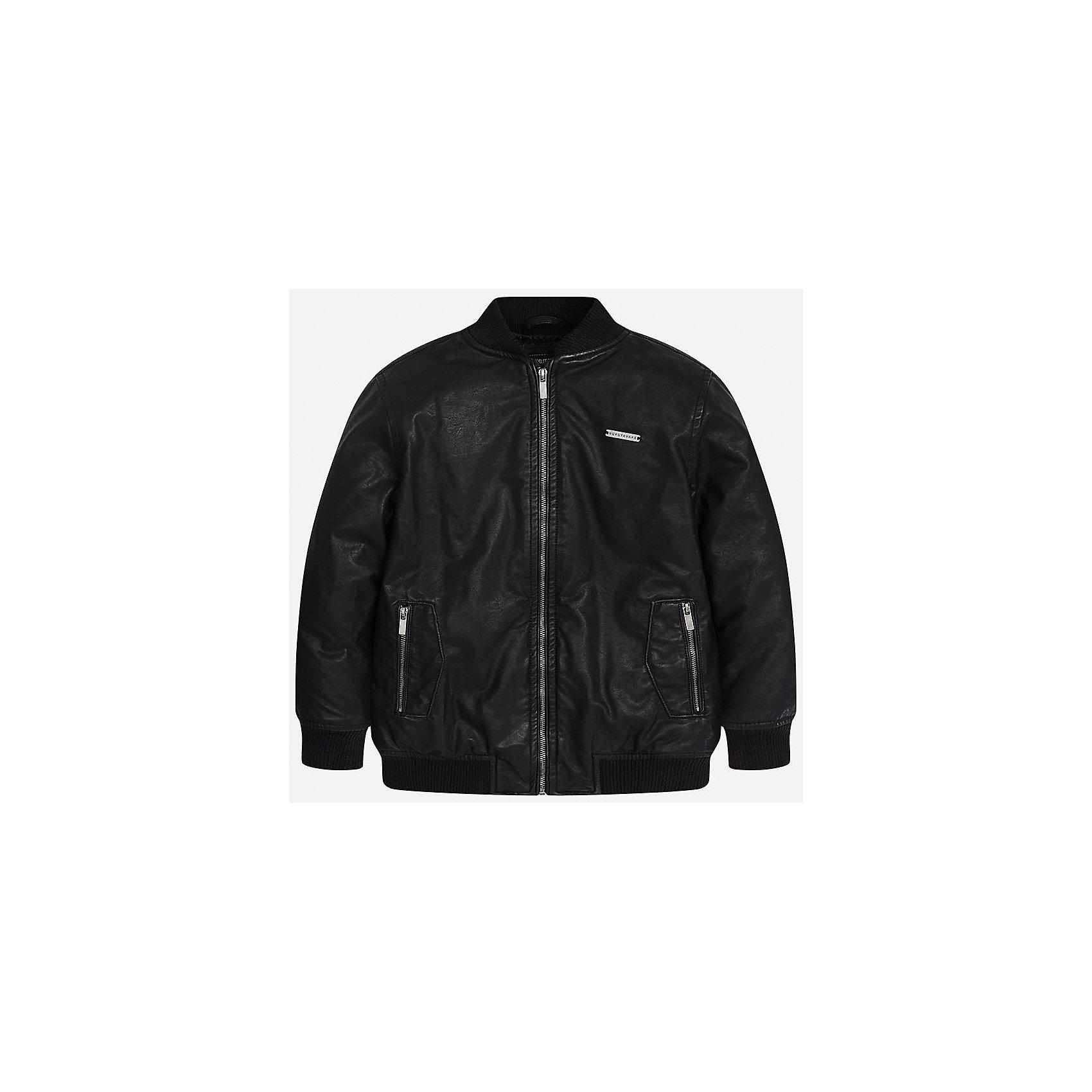 Куртка для мальчика MayoralДемисезонные куртки<br>Характеристики товара:<br><br>• цвет: черный;<br>• сезон: демисезон;<br>• температурный режим: от 0 до +10С;<br>• состав ткани: 100% полиэстер;<br>• состав подкладки: 100% полиэстер;<br>• воротник-стойка;<br>• на молнии;<br>• страна бренда: Испания;<br>• страна изготовитель: Китай.<br><br>Куртка для мальчика от популярного бренда Mayoral несомненно понравится вам и вашему ребенку. Качественные ткани, безупречное исполнение, все модели в центре модных тенденций.  <br><br>Легкая и стильная куртка на молнии с карманами дополнена эластичными широкими манжетами на рукавах, вороте и снизу. Застегивается на безопасную молнию. Грамотный крой изделия обеспечивает отличную посадку по фигуре. Современная и элегантная модель выгодно сочитается с любыми предметами детского гардероба.<br><br>Куртку  для мальчика Mayoral (Майорал) можно купить в нашем интернет-магазине.<br><br>Ширина мм: 356<br>Глубина мм: 10<br>Высота мм: 245<br>Вес г: 519<br>Цвет: черный<br>Возраст от месяцев: 168<br>Возраст до месяцев: 180<br>Пол: Мужской<br>Возраст: Детский<br>Размер: 170,128/134,140,152,158,164<br>SKU: 6938873