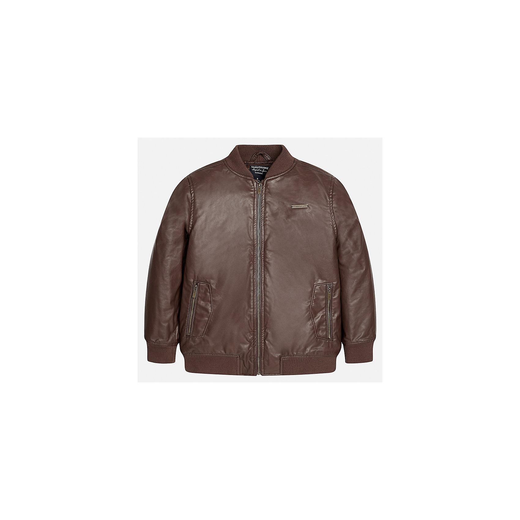 Куртка для мальчика MayoralВерхняя одежда<br>Характеристики товара:<br><br>• цвет: коричневый;<br>• сезон: демисезон;<br>• температурный режим: от 0 до +10С;<br>• состав ткани: 100% полиэстер;<br>• состав подкладки: 100% полиэстер;<br>• воротник-стойка;<br>• на молнии;<br>• страна бренда: Испания;<br>• страна изготовитель: Китай.<br><br>Куртка для мальчика от популярного бренда Mayoral несомненно понравится вам и вашему ребенку. Качественные ткани, безупречное исполнение, все модели в центре модных тенденций.  <br><br>Легкая и стильная куртка на молнии с карманами дополнена эластичными широкими манжетами на рукавах, вороте и снизу. Застегивается на безопасную молнию. Грамотный крой изделия обеспечивает отличную посадку по фигуре. Современная и элегантная модель выгодно сочитается с любыми предметами детского гардероба.<br><br>Куртку  для мальчика Mayoral (Майорал) можно купить в нашем интернет-магазине.<br><br>Ширина мм: 356<br>Глубина мм: 10<br>Высота мм: 245<br>Вес г: 519<br>Цвет: коричневый<br>Возраст от месяцев: 168<br>Возраст до месяцев: 180<br>Пол: Мужской<br>Возраст: Детский<br>Размер: 170,128/134,140,152,158,164<br>SKU: 6938880