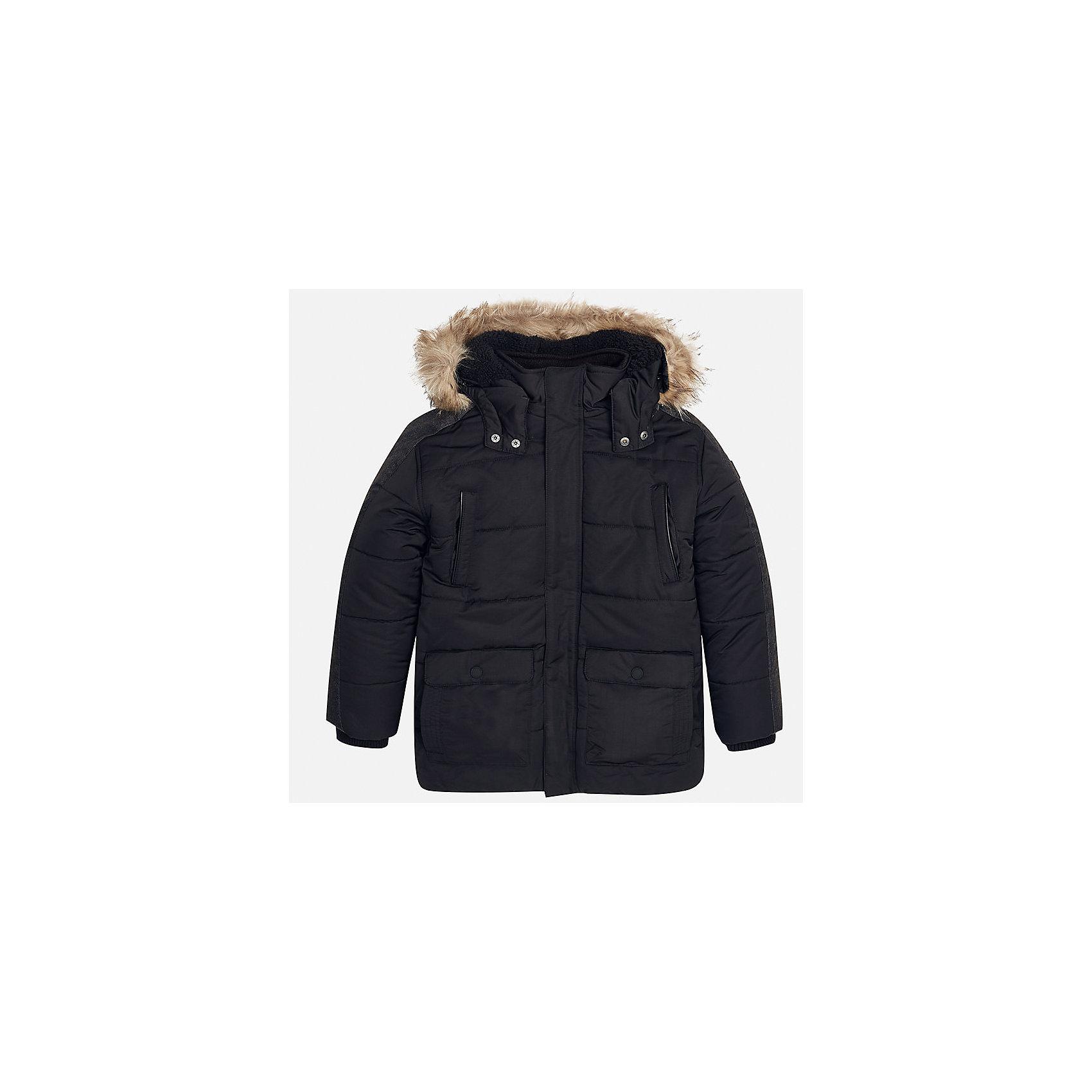 Куртка для мальчика MayoralДемисезонные куртки<br>Характеристики товара:<br><br>• цвет: черный;<br>• сезон: демисезон;<br>• температурный режим: от 0 до -10С;<br>• состав ткани: 100% полиэстер;<br>• состав подкладки: 100% полиэстер;<br>• на молнии и на кнопках;<br>• фасон: парка;<br>• капюшон:   отстегивается, с мехом;<br>• страна бренда: Испания;<br>• страна изготовитель: Китай.<br><br>Утепленная демисезонная куртка для мальчика от популярного бренда Mayoral,  модный фасон - парка  несомненно понравится вам и вашему ребенку. Качественные ткани, безупречное исполнение, все модели в центре модных тенденций. <br><br>Удлиненная модель черного цвета выполненаиз качественной ткани и внутреннего утеплителя, обеспечивающие хорошую воздухопроницаемую защиту и тепло,  рукава на элестичных манжетах. Застегивается на молнию и на кнопки, капюшон отстегивается, украшен искусственной опушкой, кодкладка капюшона утеплена плюшем.   Верхние передние карманы на молнии и нижние передние карманы на кнопках. Декорирована стильными вставками на рукавах.<br><br>Легкая и теплая куртка-парка с капюшоном и карманами на холодную осень - теплую зиму. Грамотный крой изделия обеспечивает отличную посадку по фигуре. <br><br>Утепленная демисезонная куртка для мальчика Mayoral (Майорал) можно купить в нашем интернет-магазине.<br><br>Ширина мм: 356<br>Глубина мм: 10<br>Высота мм: 245<br>Вес г: 519<br>Цвет: черный<br>Возраст от месяцев: 168<br>Возраст до месяцев: 180<br>Пол: Мужской<br>Возраст: Детский<br>Размер: 170,140,152,158,164<br>SKU: 6938887