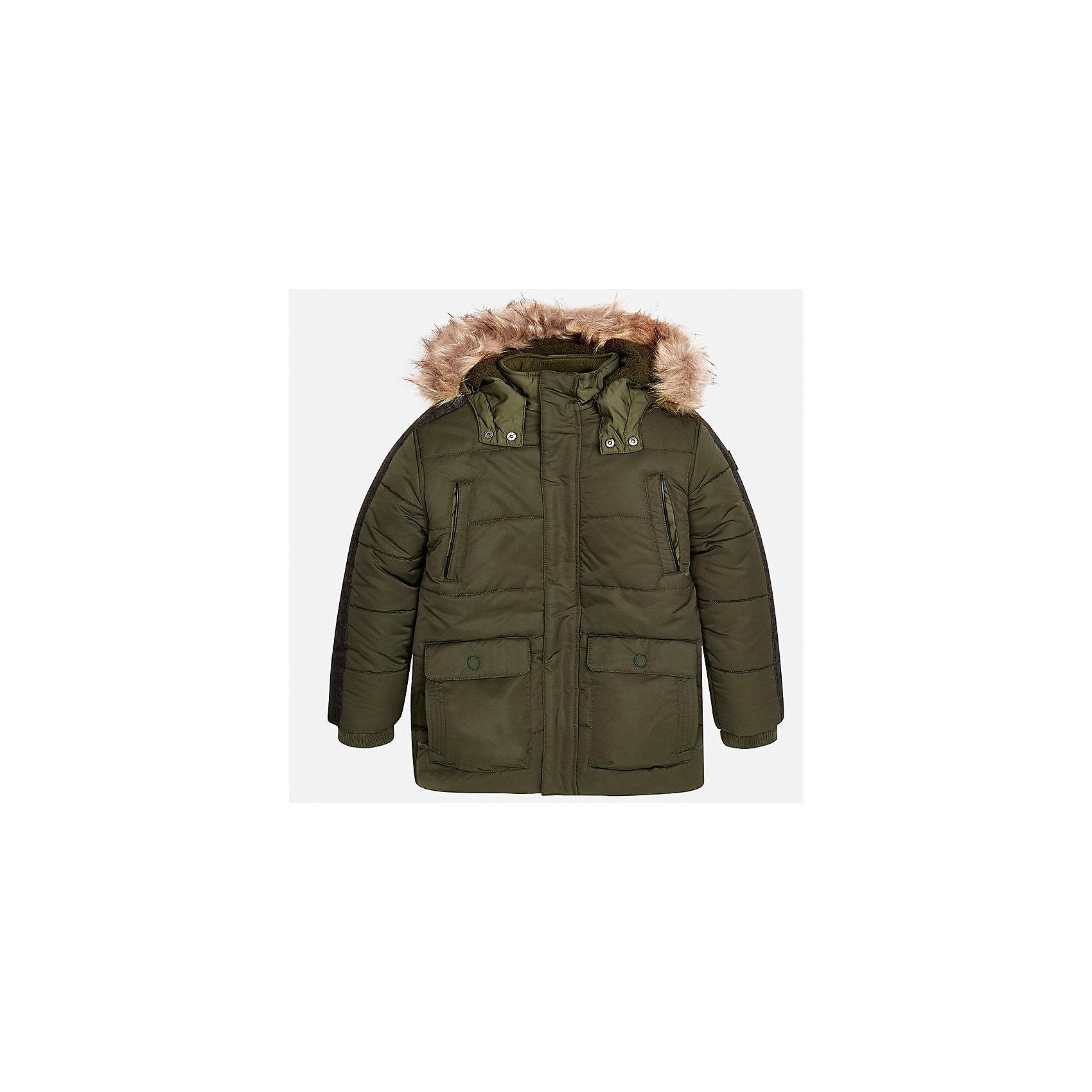 Куртка Mayoral для мальчикаВерхняя одежда<br>Характеристики товара:<br><br>• цвет: зеленый;<br>• сезон: демисезон;<br>• температурный режим: от 0 до -10С;<br>• состав ткани: 100% полиэстер;<br>• состав подкладки: 100% полиэстер;<br>• на молнии и на кнопках;<br>• фасон: парка;<br>• капюшон:   отстегивается, с мехом;<br>• страна бренда: Испания;<br>• страна изготовитель: Китай.<br><br>Утепленная демисезонная куртка для мальчика от популярного бренда Mayoral,  модный фасон - парка  несомненно понравится вам и вашему ребенку. Качественные ткани, безупречное исполнение, все модели в центре модных тенденций. <br><br>Удлиненная модель зеленого цвета выполненаиз качественной ткани и внутреннего утеплителя, обеспечивающие хорошую воздухопроницаемую защиту и тепло,  рукава на элестичных манжетах. Застегивается на молнию и на кнопки, капюшон отстегивается, украшен искусственной опушкой, кодкладка капюшона утеплена плюшем.   Верхние передние карманы на молнии и нижние передние карманы на кнопках. Декорирована стильными вставками на рукавах.<br><br>Легкая и теплая куртка-парка с капюшоном и карманами на холодную осень - теплую зиму. Грамотный крой изделия обеспечивает отличную посадку по фигуре. <br><br>Утепленная демисезонная куртка для мальчика Mayoral (Майорал) можно купить в нашем интернет-магазине.<br><br>Ширина мм: 356<br>Глубина мм: 10<br>Высота мм: 245<br>Вес г: 519<br>Цвет: зеленый<br>Возраст от месяцев: 168<br>Возраст до месяцев: 180<br>Пол: Мужской<br>Возраст: Детский<br>Размер: 170,128/134,140,152,158,164<br>SKU: 6938893