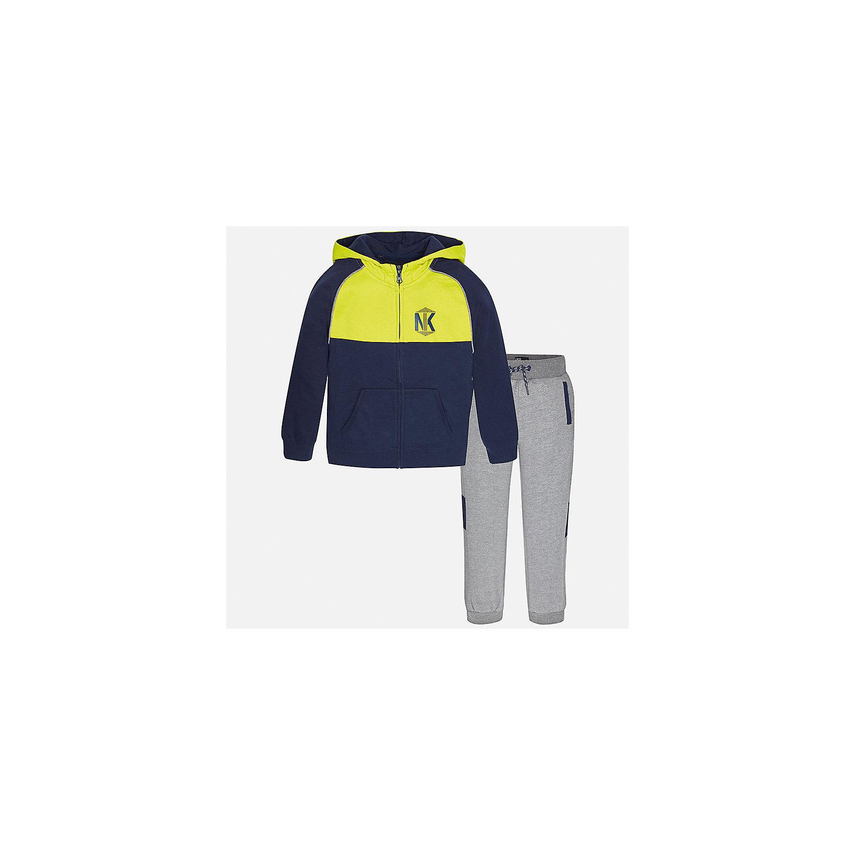 Спортивный костюм для мальчика MayoralСпортивная форма<br>Характеристики товара:<br><br>• цвет: серый<br>• комплектация: курточка и брюки<br>• состав ткани курточки: 60% хлопок, 40% полиэстер<br>• состав ткани брюк: 60% хлопок, 40% полиэстер<br>• длинные рукава<br>• застежка: молния<br>• пояс: резинка и шнурок<br>• особенности модели: спортивный стиль<br>• сезон: демисезон<br>• страна бренда: Испания<br>• страна изготовитель: Индия<br><br>Удобный спортивный костюм из трикотажа - отличный вариант одежды для отдыха и занятий спортом. Курточка из спортивного комплекта дополнена капюшоном и карманами. Удобный детский спортивный костюм от известного бренда Майорал выглядит аккуратно и стильно. <br><br>Спортивный костюм для мальчика Mayoral (Майорал) можно купить в нашем интернет-магазине.<br><br>Ширина мм: 247<br>Глубина мм: 16<br>Высота мм: 140<br>Вес г: 225<br>Цвет: серый<br>Возраст от месяцев: 168<br>Возраст до месяцев: 180<br>Пол: Мужской<br>Возраст: Детский<br>Размер: 170,128/134,140,152,158,164<br>SKU: 6939020