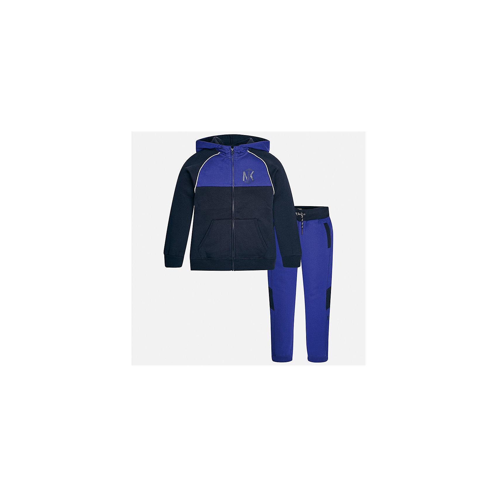 Спортивный костюм для мальчика MayoralКомплекты<br>Характеристики товара:<br><br>• цвет: синий<br>• комплектация: курточка и брюки<br>• состав ткани курточки: 60% хлопок, 40% полиэстер<br>• состав ткани брюк: 60% хлопок, 40% полиэстер<br>• длинные рукава<br>• застежка: молния<br>• пояс: резинка и шнурок<br>• особенности модели: спортивный стиль<br>• сезон: демисезон<br>• страна бренда: Испания<br>• страна изготовитель: Индия<br><br>Модный комплект для занятий спортом состоит из курточки с капюшоном и брюк. Целая команда талантливых европейских дизайнеров работала над созданием этого детского спортивного костюма. Спортивный костюм для ребенка сшит из качественного материала с преобладанием натурального хлопка в составе. <br><br>Спортивный костюм для мальчика Mayoral (Майорал) можно купить в нашем интернет-магазине.<br><br>Ширина мм: 247<br>Глубина мм: 16<br>Высота мм: 140<br>Вес г: 225<br>Цвет: синий<br>Возраст от месяцев: 168<br>Возраст до месяцев: 180<br>Пол: Мужской<br>Возраст: Детский<br>Размер: 170,128/134,140,152,158,164<br>SKU: 6939027