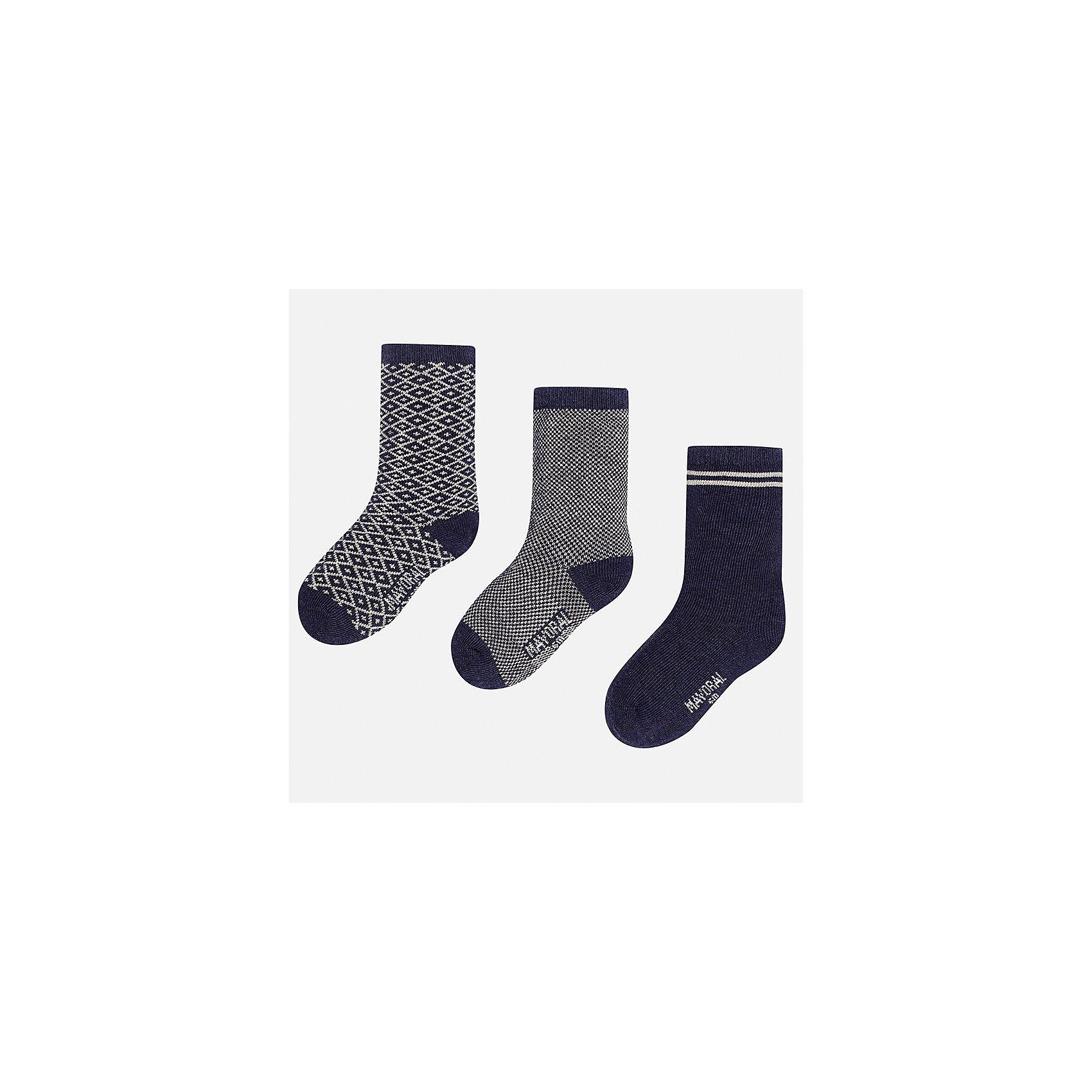 Носки (3 пары) для мальчика MayoralНоски<br>Характеристики товара:<br><br>• цвет: синий<br>• состав ткани: 75% хлопок, 22% полиамид, 3% эластан<br>• сезон: круглый год<br>• комплектация: 3 пары<br>• страна бренда: Испания<br>• страна изготовитель: Индия<br><br>Удобные носки для мальчика от популярного бренда Mayoral отличаются сдержанным декором. Детские носки смотрятся аккуратно и нарядно. В таких носках для детей от испанской компании Майорал ребенок будет выглядеть модно, а чувствовать себя - комфортно. <br><br>Носки (3 пары) для мальчика Mayoral (Майорал) можно купить в нашем интернет-магазине.<br><br>Ширина мм: 87<br>Глубина мм: 10<br>Высота мм: 105<br>Вес г: 115<br>Цвет: белый<br>Возраст от месяцев: 18<br>Возраст до месяцев: 24<br>Пол: Мужской<br>Возраст: Детский<br>Размер: 22-24,19-22<br>SKU: 6939046