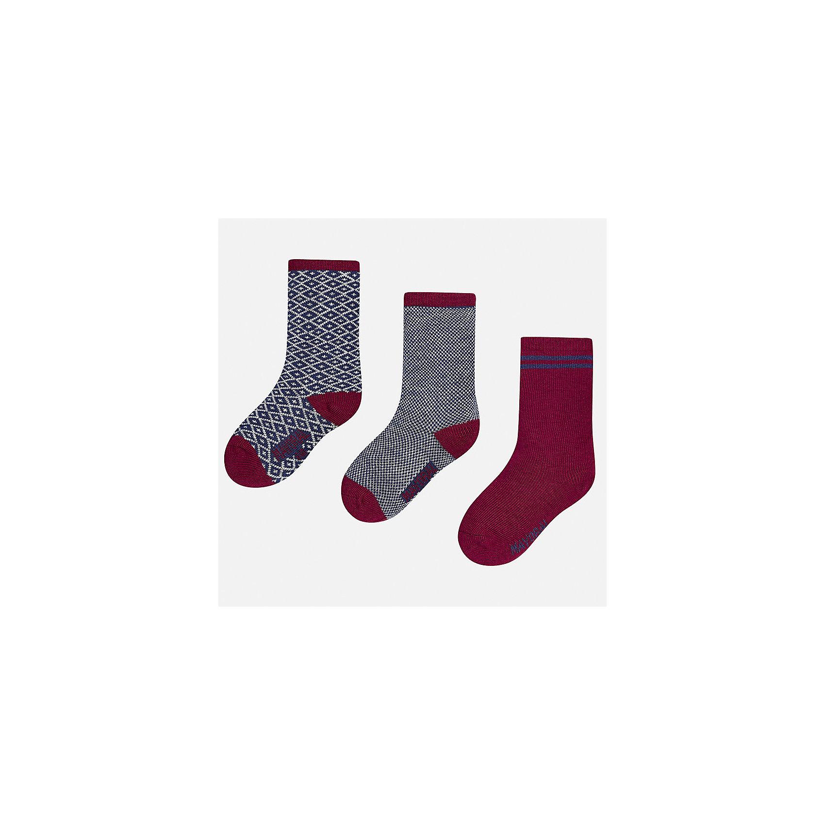 Носки (3 пары) для мальчика MayoralНоски<br>Характеристики товара:<br><br>• цвет: серый/бордовый<br>• состав ткани: 75% хлопок, 22% полиамид, 3% эластан<br>• сезон: круглый год<br>• комплектация: 3 пары<br>• страна бренда: Испания<br>• страна изготовитель: Индия<br><br>Детские носки от популярного испанского бренда Mayoral состоят преимущественно из натурального дышащего хлопка. Носки для детей комфортно сидят благодаря мягкой резинке. Для производства детской одежды, в том числе и носков для детей, популярный бренд Mayoral используют только качественную фурнитуру и материалы. Оригинальные и модные вещи от Майорал неизменно привлекают внимание и нравятся детям.<br><br>Носки (3 пары) для мальчика Mayoral (Майорал) можно купить в нашем интернет-магазине.<br><br>Ширина мм: 87<br>Глубина мм: 10<br>Высота мм: 105<br>Вес г: 115<br>Цвет: разноцветный<br>Возраст от месяцев: 18<br>Возраст до месяцев: 24<br>Пол: Мужской<br>Возраст: Детский<br>Размер: 22-24,19-22<br>SKU: 6939049
