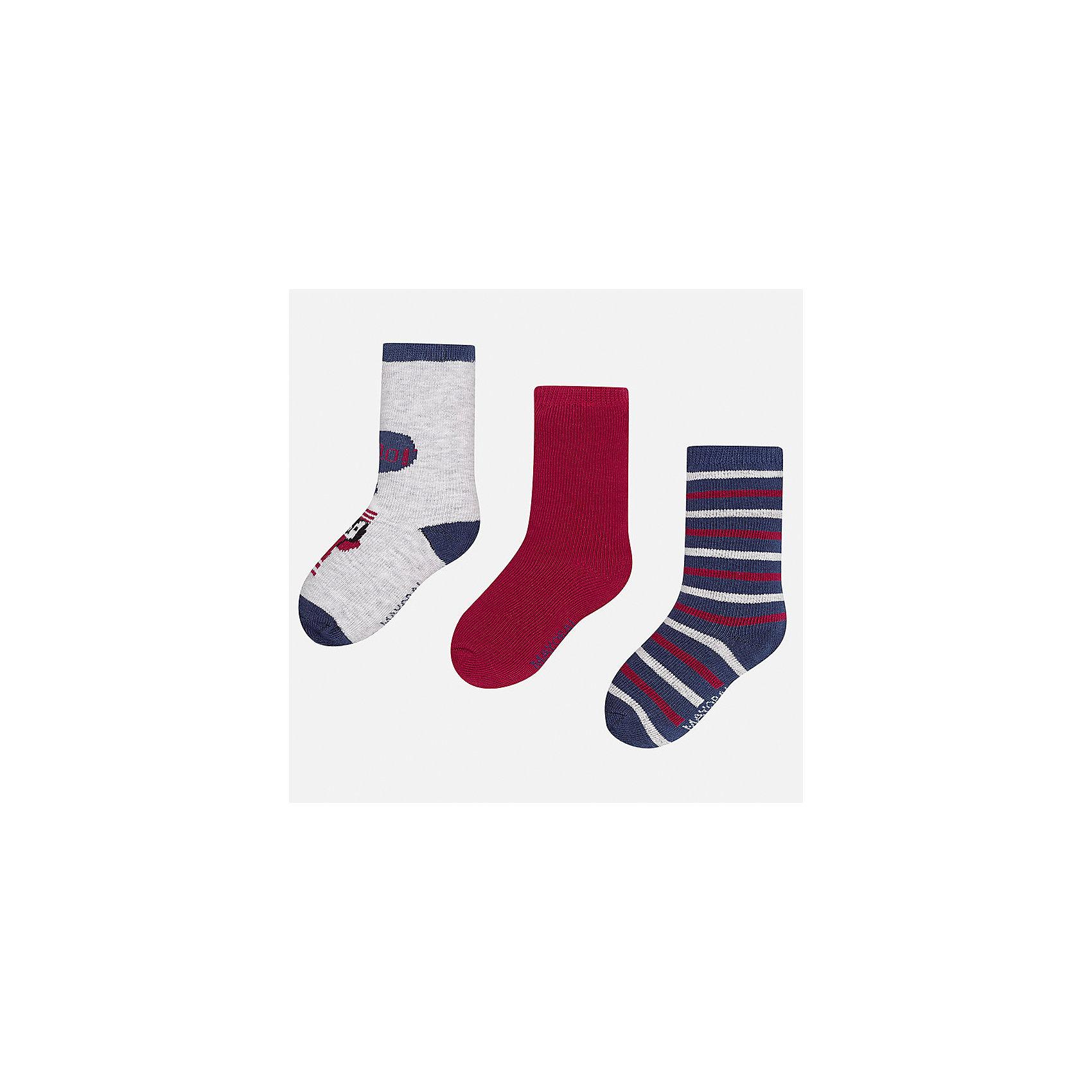 Носки (3 пары) для мальчика MayoralНоски<br>Характеристики товара:<br><br>• цвет: серый/бордовый/разноцветный<br>• состав ткани: 70% хлопок, 27% полиамид, 3% эластан<br>• сезон: круглый год<br>• комплектация: 3 пары<br>• страна бренда: Испания<br>• страна изготовитель: Индия<br><br>Дышащие носки для мальчика от популярного бренда Mayoral отличаются сдержанным декором. Детские носки смотрятся аккуратно и нарядно. В таких носках для детей от испанской компании Майорал ребенок будет выглядеть модно, а чувствовать себя - комфортно. <br><br>Носки (3 пары) для мальчика Mayoral (Майорал) можно купить в нашем интернет-магазине.<br><br>Ширина мм: 87<br>Глубина мм: 10<br>Высота мм: 105<br>Вес г: 115<br>Цвет: разноцветный<br>Возраст от месяцев: 18<br>Возраст до месяцев: 24<br>Пол: Мужской<br>Возраст: Детский<br>Размер: 22-24,19-22<br>SKU: 6939055