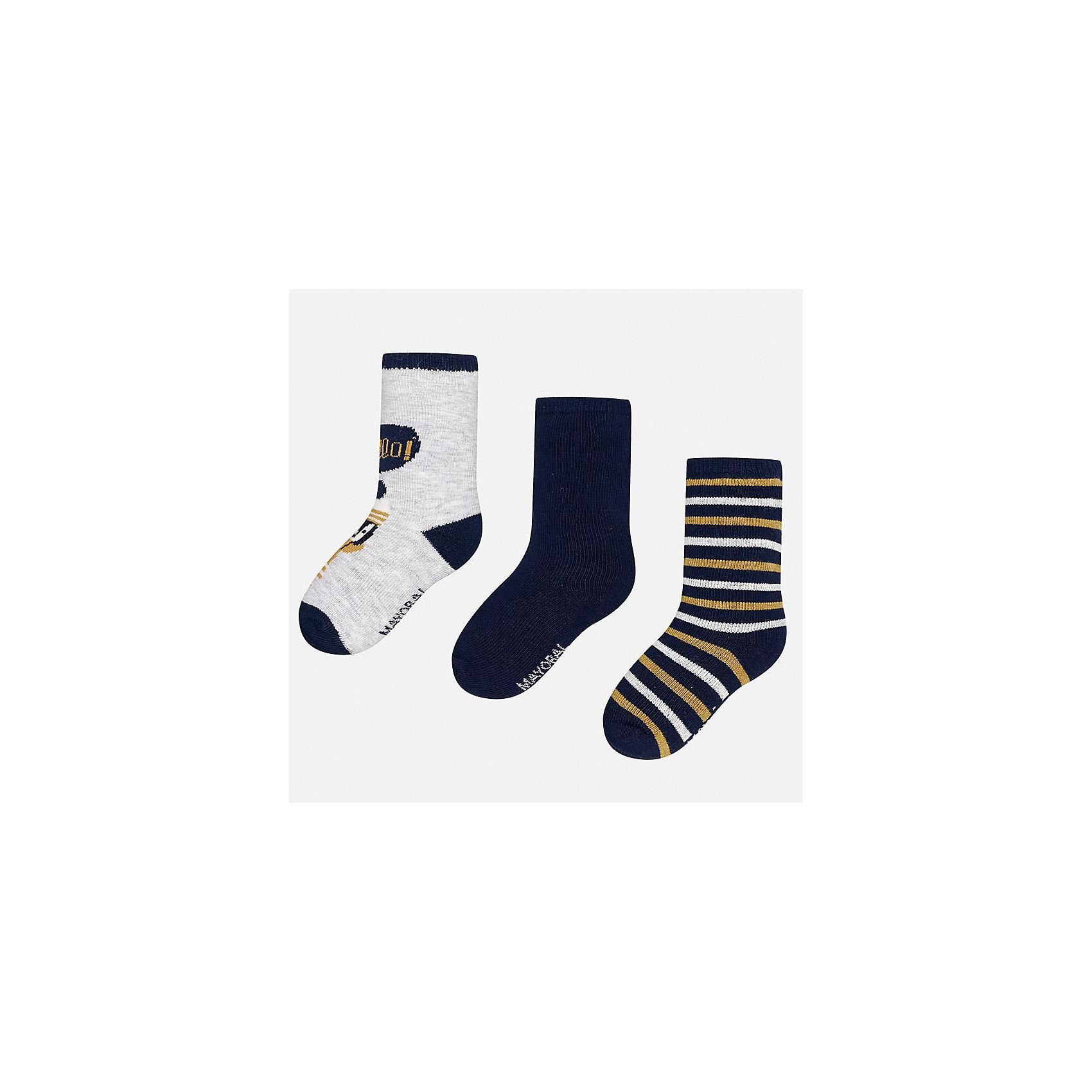 Носки (3 пары) для мальчика MayoralНоски<br>Характеристики товара:<br><br>• цвет: серый/синий/разноцветный<br>• состав ткани: 70% хлопок, 27% полиамид, 3% эластан<br>• сезон: круглый год<br>• комплектация: 3 пары<br>• страна бренда: Испания<br>• страна изготовитель: Индия<br><br>Для производства детской одежды, в том числе и носков для детей, популярный бренд Mayoral используют только качественную фурнитуру и материалы. Оригинальные и модные вещи от Майорал неизменно привлекают внимание и нравятся детям. Детские носки от популярного испанского бренда Mayoral состоят преимущественно из натурального дышащего хлопка. Носки для детей комфортно сидят благодаря мягкой резинке. <br><br>Носки (3 пары) для мальчика Mayoral (Майорал) можно купить в нашем интернет-магазине.<br><br>Ширина мм: 87<br>Глубина мм: 10<br>Высота мм: 105<br>Вес г: 115<br>Цвет: разноцветный<br>Возраст от месяцев: 18<br>Возраст до месяцев: 24<br>Пол: Мужской<br>Возраст: Детский<br>Размер: 22-24,19-22<br>SKU: 6939058