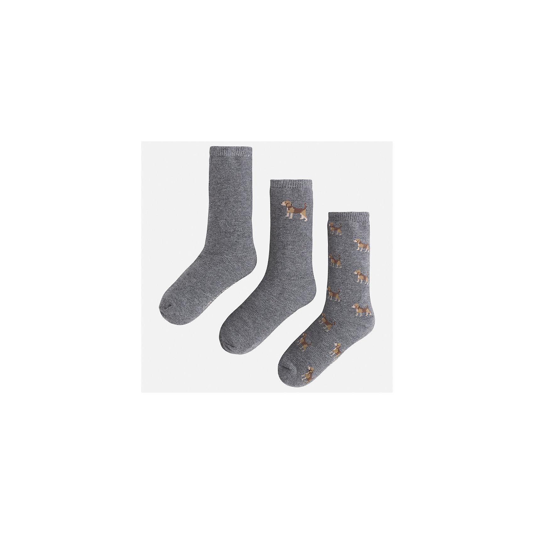 Носки (3 пары) для мальчика MayoralНоски<br>Характеристики товара:<br><br>• цвет: коричневый<br>• состав ткани: 77% хлопок, 20% полиамид, 3% эластан<br>• сезон: круглый год<br>• комплектация: 3 пары<br>• страна бренда: Испания<br>• страна изготовитель: Индия<br><br>Симпатичные носки для мальчика от популярного бренда Mayoral отличаются оригинальным декором. Детские носки смотрятся аккуратно и нарядно. В таких носках для детей от испанской компании Майорал ребенок будет выглядеть модно, а чувствовать себя - комфортно. <br><br>Носки (3 пары) для мальчика Mayoral (Майорал) можно купить в нашем интернет-магазине.<br><br>Ширина мм: 87<br>Глубина мм: 10<br>Высота мм: 105<br>Вес г: 115<br>Цвет: коричневый<br>Возраст от месяцев: 96<br>Возраст до месяцев: 108<br>Пол: Мужской<br>Возраст: Детский<br>Размер: 33-35,24-26,27-29,30-32<br>SKU: 6939160