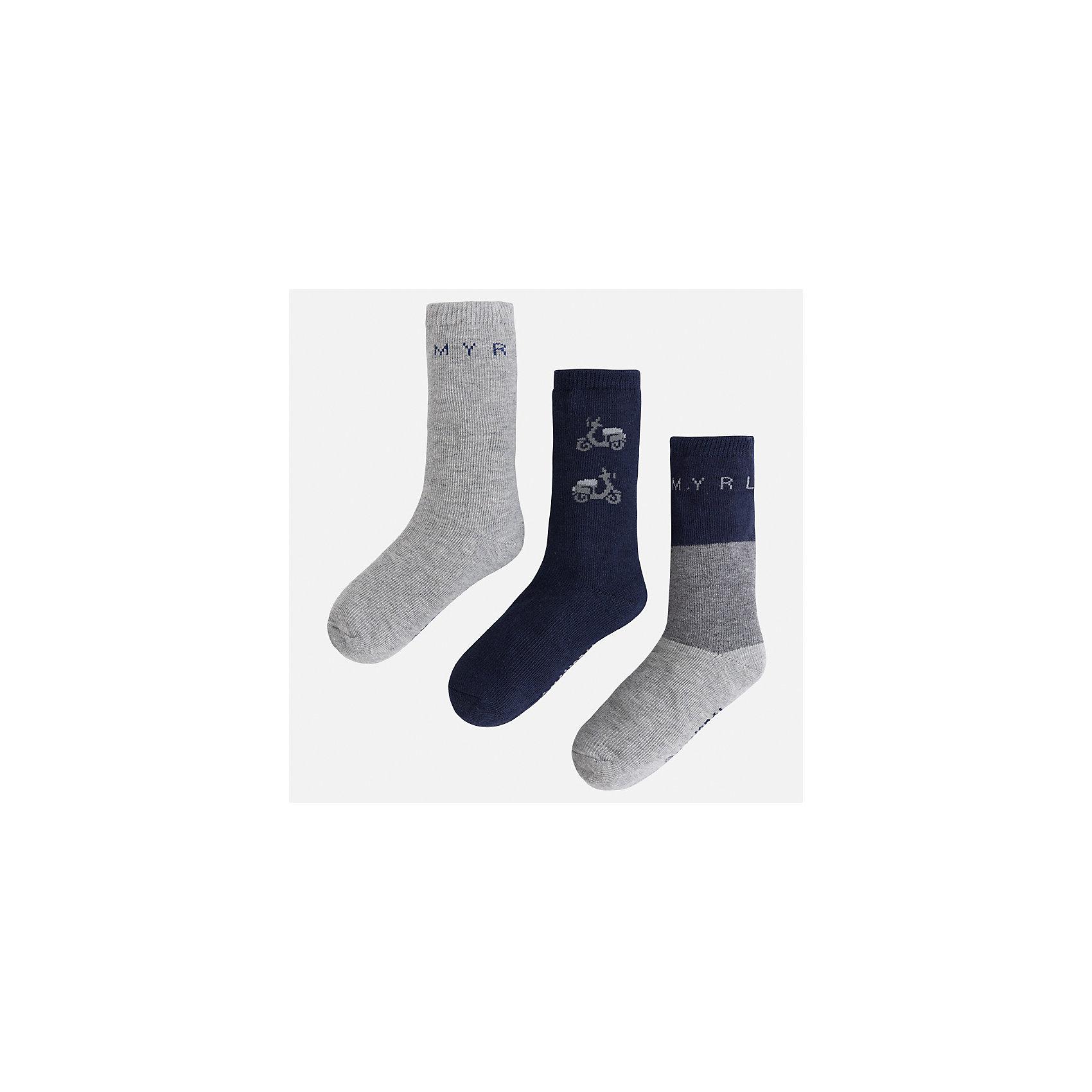 Носки (3 пары) для мальчика MayoralНоски<br>Характеристики товара:<br><br>• цвет: темно-синий/серый<br>• состав ткани: 77% хлопок, 20% полиамид, 3% эластан<br>• сезон: круглый год<br>• комплектация: 3 пары<br>• страна бренда: Испания<br>• страна изготовитель: Индия<br><br>Качественные носки для мальчика от популярного бренда Mayoral отличаются оригинальным декором. Детские носки смотрятся аккуратно и нарядно. В таких носках для детей от испанской компании Майорал ребенок будет выглядеть модно, а чувствовать себя - комфортно. <br><br>Носки (3 пары) для мальчика Mayoral (Майорал) можно купить в нашем интернет-магазине.<br><br>Ширина мм: 87<br>Глубина мм: 10<br>Высота мм: 105<br>Вес г: 115<br>Цвет: сине-серый<br>Возраст от месяцев: 96<br>Возраст до месяцев: 108<br>Пол: Мужской<br>Возраст: Детский<br>Размер: 33-35,24-26,27-29,30-32<br>SKU: 6939175