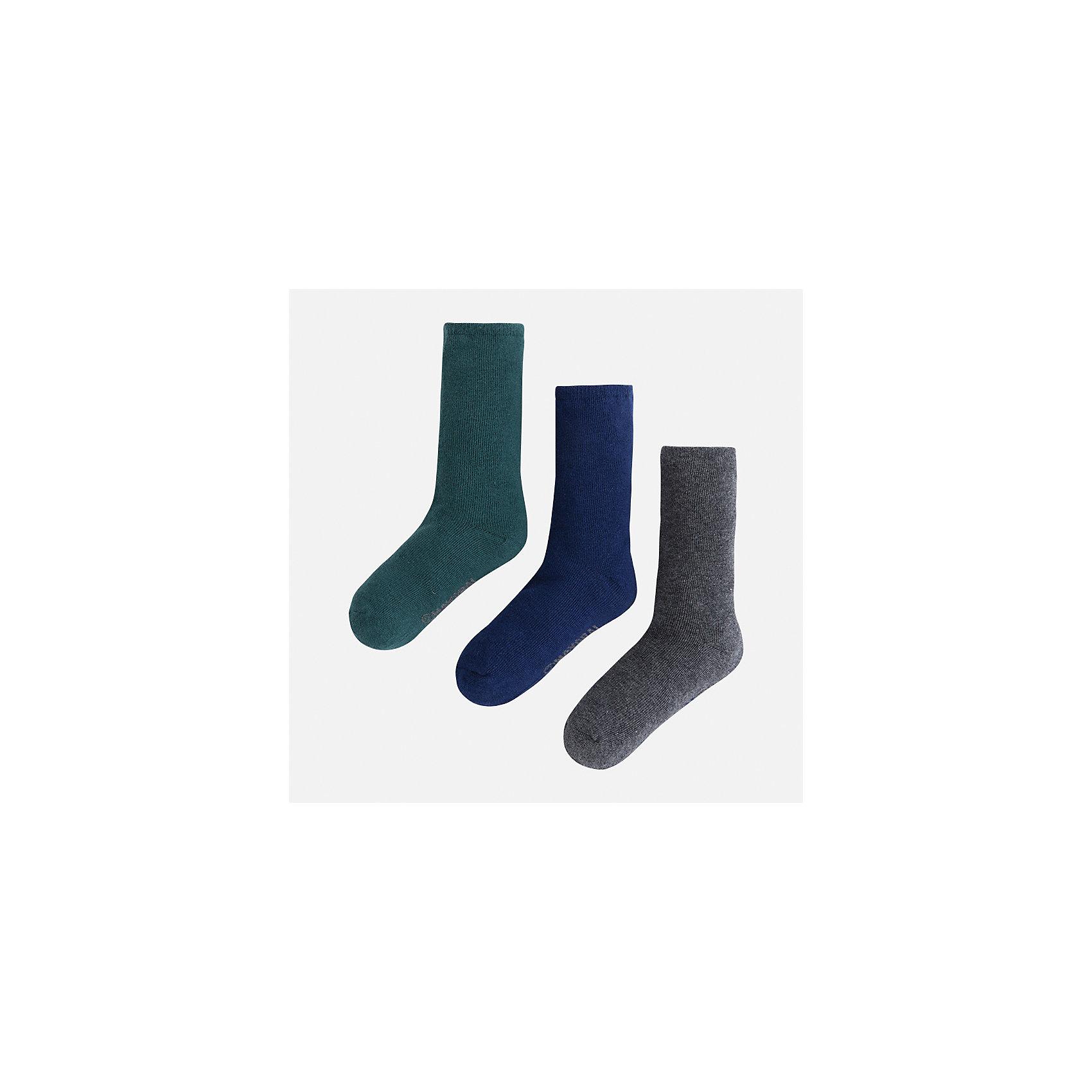 Носки (3 пары) для мальчика MayoralНоски<br>Характеристики товара:<br><br>• цвет: зеленый<br>• состав ткани: 72% хлопок, 25% полиамид, 3% эластан<br>• сезон: круглый год<br>• комплектация: 3 пары<br>• страна бренда: Испания<br>• страна изготовитель: Индия<br><br>Такие детские носки от популярного испанского бренда Mayoral состоят преимущественно из натурального дышащего хлопка. Носки для детей комфортно сидят благодаря мягкой резинке. Для производства детской одежды, в том числе и носков для детей, популярный бренд Mayoral используют только качественную фурнитуру и материалы. Оригинальные и модные вещи от Майорал неизменно привлекают внимание и нравятся детям.<br><br>Носки (3 пары) для мальчика Mayoral (Майорал) можно купить в нашем интернет-магазине.<br><br>Ширина мм: 87<br>Глубина мм: 10<br>Высота мм: 105<br>Вес г: 115<br>Цвет: зеленый<br>Возраст от месяцев: 96<br>Возраст до месяцев: 108<br>Пол: Мужской<br>Возраст: Детский<br>Размер: 33-35,24-26,27-29,30-32<br>SKU: 6939180