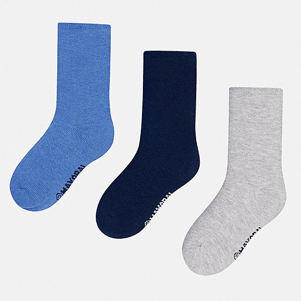 Носки (3 пары) для мальчика MayoralНоски<br>Характеристики товара:<br><br>• цвет: голубой/темно-синий/серый<br>• состав ткани: 72% хлопок, 25% полиамид, 3% эластан<br>• сезон: круглый год<br>• комплектация: 3 пары<br>• страна бренда: Испания<br>• страна изготовитель: Индия<br><br>Носки для детей комфортно сидят благодаря мягкой резинке. Детские носки от популярного испанского бренда Mayoral состоят преимущественно из натурального дышащего хлопка. Для производства детской одежды, в том числе и носков для детей, популярный бренд Mayoral используют только качественную фурнитуру и материалы. Оригинальные и модные вещи от Майорал неизменно привлекают внимание и нравятся детям.<br><br>Носки (3 пары) для мальчика Mayoral (Майорал) можно купить в нашем интернет-магазине.<br>Ширина мм: 87; Глубина мм: 10; Высота мм: 105; Вес г: 115; Цвет: сине-серый; Возраст от месяцев: 24; Возраст до месяцев: 36; Пол: Мужской; Возраст: Детский; Размер: 24-26,33-35,30-32,27-29; SKU: 6939195;