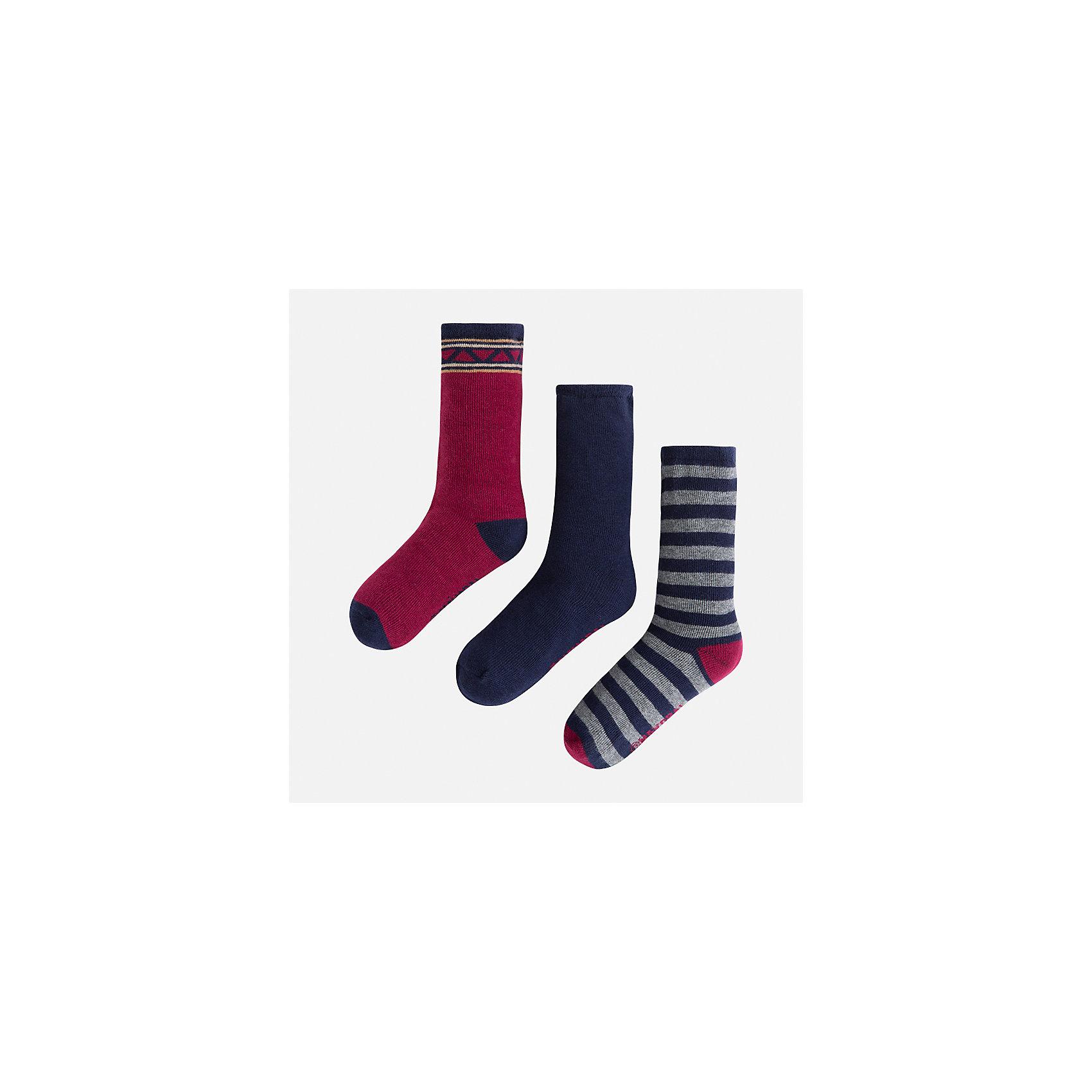 Носки (3 пары) для мальчика MayoralНоски<br>Характеристики товара:<br><br>• цвет: бордовый/темно-синий/серый<br>• состав ткани: 72% хлопок, 25% полиамид, 3% эластан<br>• сезон: круглый год<br>• комплектация: 3 пары<br>• страна бренда: Испания<br>• страна изготовитель: Индия<br><br>Набор носков для мальчика от Майорал симпатично смотрится, они удобно сидят благодаря качественному дышащему трикотажу. Детские носки Mayoral обеспечат ребенку комфорт и аккуратный внешний вид. Эти детские носки, как и вся одежда от испанской компании Mayoral отличаются оригинальным и стильным дизайном. <br><br>Носки (3 пары) для мальчика Mayoral (Майорал) можно купить в нашем интернет-магазине.<br><br>Ширина мм: 87<br>Глубина мм: 10<br>Высота мм: 105<br>Вес г: 115<br>Цвет: синий/красный<br>Возраст от месяцев: 96<br>Возраст до месяцев: 108<br>Пол: Мужской<br>Возраст: Детский<br>Размер: 33-35,24-26,27-29,30-32<br>SKU: 6939200