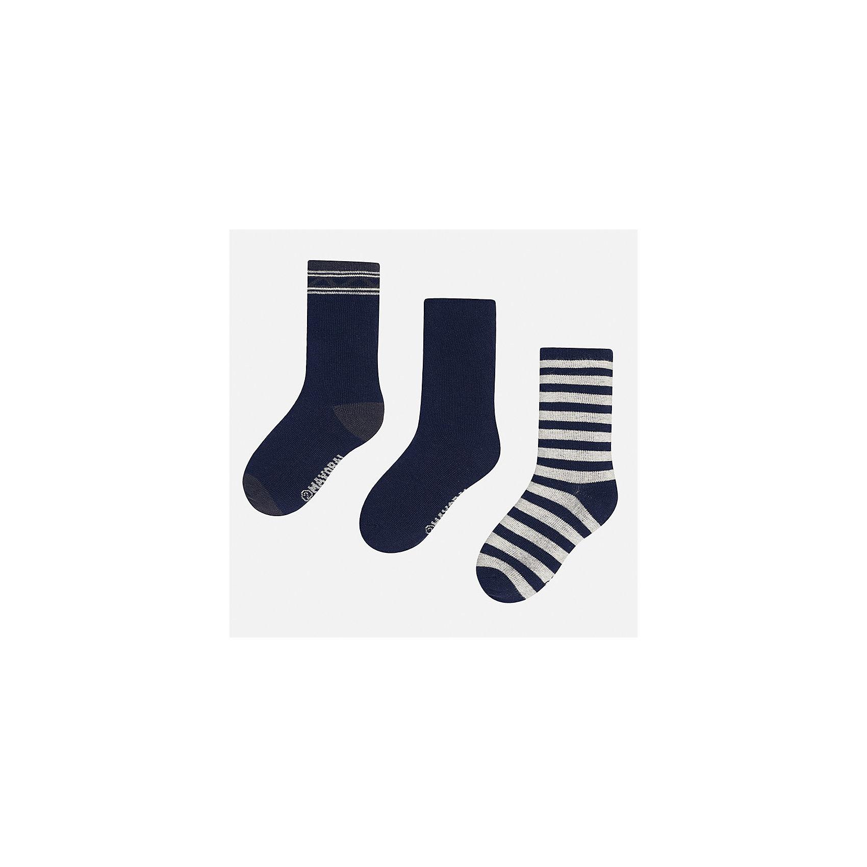 Носки (3 пары) для мальчика MayoralНоски<br>Характеристики товара:<br><br>• цвет: синий/серый<br>• состав ткани: 72% хлопок, 25% полиамид, 3% эластан<br>• сезон: круглый год<br>• комплектация: 3 пары<br>• страна бренда: Испания<br>• страна изготовитель: Индия<br><br>Детские носки Mayoral обеспечат ребенку комфорт и аккуратный внешний вид. Эти детские носки, как и вся одежда от испанской компании Mayoral отличаются оригинальным и стильным дизайном. Комплект носков для мальчика от Майорал симпатично смотрится, они удобно сидят благодаря качественному дышащему трикотажу. <br><br>Носки (3 пары) для мальчика Mayoral (Майорал) можно купить в нашем интернет-магазине.<br><br>Ширина мм: 87<br>Глубина мм: 10<br>Высота мм: 105<br>Вес г: 115<br>Цвет: сине-серый<br>Возраст от месяцев: 96<br>Возраст до месяцев: 108<br>Пол: Мужской<br>Возраст: Детский<br>Размер: 33-35,24-26,27-29,30-32<br>SKU: 6939215