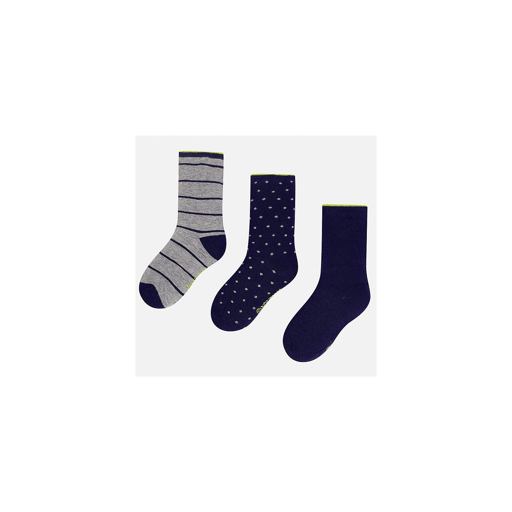 Носки (3 пары) для мальчика MayoralНоски<br>Характеристики товара:<br><br>• цвет: синий<br>• состав ткани: 74% хлопок, 20% полиэстер, 3% полиамид, 3% эластан<br>• сезон: круглый год<br>• комплектация: 3 пары<br>• страна бренда: Испания<br>• страна изготовитель: Индия<br><br>Такие носки для мальчика от популярного бренда Mayoral отличаются удобством. Детские носки смотрятся аккуратно и нарядно. В таких носках для детей от испанской компании Майорал ребенок будет выглядеть модно, а чувствовать себя - комфортно. <br><br>Носки (3 пары) для мальчика Mayoral (Майорал) можно купить в нашем интернет-магазине.<br><br>Ширина мм: 87<br>Глубина мм: 10<br>Высота мм: 105<br>Вес г: 115<br>Цвет: синий<br>Возраст от месяцев: 168<br>Возраст до месяцев: 180<br>Пол: Мужской<br>Возраст: Детский<br>Размер: 41/42,33-35,35/36,36/37,37/38,38/39<br>SKU: 6939313
