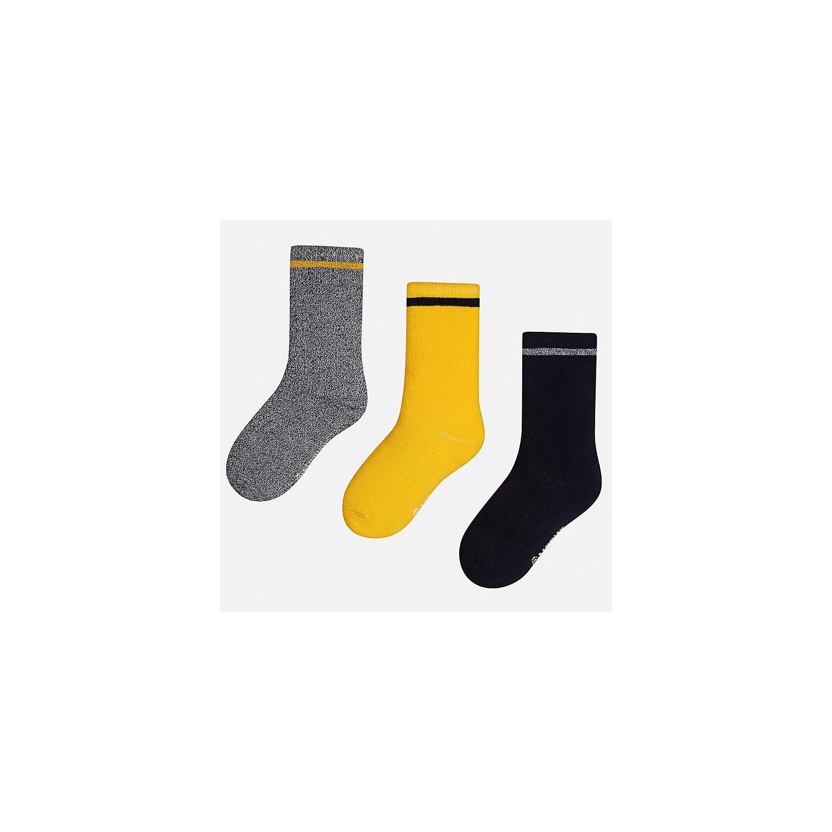 Носки (3 пары) для мальчика MayoralНоски<br>Характеристики товара:<br><br>• цвет: серый/желтый/черный<br>• состав ткани: 76% хлопок, 21% полиамид, 2% эластан, 1% полиэстер<br>• сезон: круглый год<br>• комплектация: 3 пары<br>• страна бренда: Испания<br>• страна изготовитель: Индия<br><br>Удобные детские носки Mayoral обеспечат ребенку комфорт и аккуратный внешний вид. Эти детские носки, как и вся одежда от испанской компании Mayoral отличаются оригинальным и стильным дизайном. Комплект носков для мальчика от Майорал симпатично смотрится, они удобно сидят благодаря качественному дышащему трикотажу. <br><br>Носки (3 пары) для мальчика Mayoral (Майорал) можно купить в нашем интернет-магазине.<br><br>Ширина мм: 87<br>Глубина мм: 10<br>Высота мм: 105<br>Вес г: 115<br>Цвет: разноцветный<br>Возраст от месяцев: 168<br>Возраст до месяцев: 180<br>Пол: Мужской<br>Возраст: Детский<br>Размер: 41/42,33-35,35/36,36/37,37/38,38/39<br>SKU: 6939348