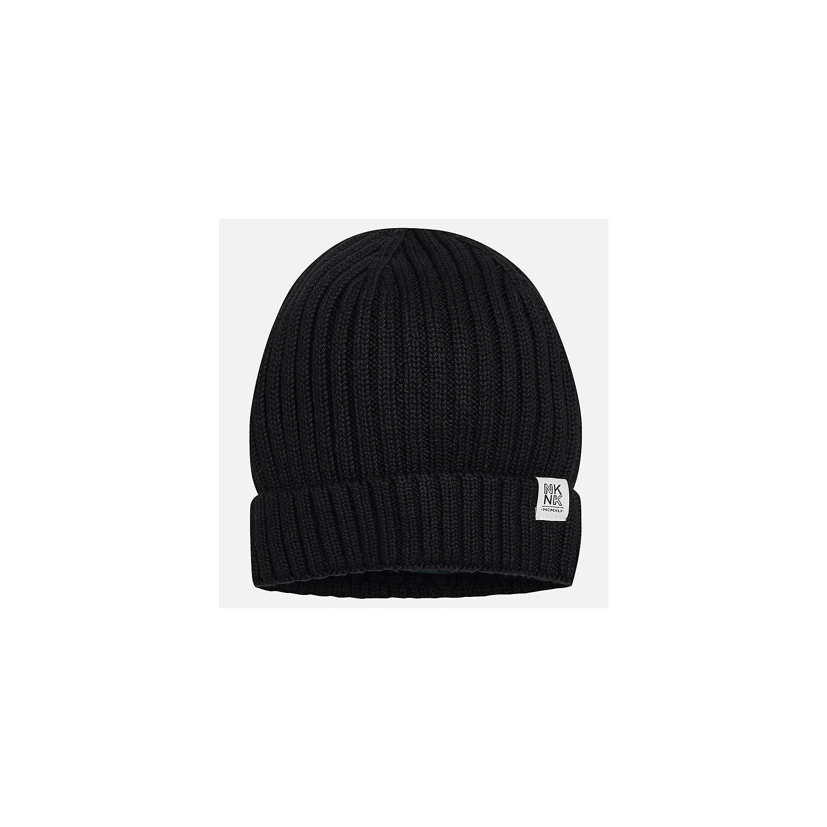 Шапка для мальчика MayoralДемисезонные<br>Характеристики товара:<br><br>• цвет: черный<br>• состав ткани: 100% хлопок<br>• сезон: демисезон<br>• комплектация: шапка, шарф<br>• страна бренда: Испания<br>• страна изготовитель: Индия<br><br>Черная вязаная шапка мальчика от популярного бренда Mayoral отличается натуральным материалом из хлопка. Детская демисезонная шапка смотрится аккуратно и стильно. В детской демисезонной одежде от испанской компании Майорал ребенок будет выглядеть модно, а чувствовать себя - комфортно. Целая команда европейских талантливых дизайнеров работала над созданием этой шапки для ребенка. <br><br>Шапку для мальчика Mayoral (Майорал) можно купить в нашем интернет-магазине.<br><br>Ширина мм: 89<br>Глубина мм: 117<br>Высота мм: 44<br>Вес г: 155<br>Цвет: черный<br>Возраст от месяцев: 72<br>Возраст до месяцев: 84<br>Пол: Мужской<br>Возраст: Детский<br>Размер: 54,56,52<br>SKU: 6939382