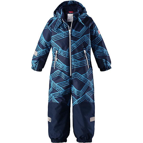 Комбинезон Reimatec® Reima SnowyВерхняя одежда<br>Характеристики товара:<br><br>• цвет: синий принт;<br>• состав: 100% полиэстер;<br>• подкладка: 100% полиэстер;<br>• утеплитель: 160 г/м2<br>• температурный режим: от 0 до -20С;<br>• сезон: зима; <br>• водонепроницаемость: 8000/10000 мм;<br>• воздухопроницаемость: 7000/5000 мм;<br>• износостойкость: 30000/50000 циклов (тест Мартиндейла);<br>• водо- и ветронепроницаемый, дышащий и грязеотталкивающий материал;<br>• все швы проклеены и водонепроницаемы;<br>• прочные усиленные вставки внизу, на коленях и снизу на ногах;<br>• гладкая подкладка из полиэстера;<br>• мягкая резинка на кромке капюшона и манжетах;<br>• застежка: молния с защитой подбородка;<br>• безопасный съемный капюшон на кнопках;<br>• внутренняя регулировка обхвата талии;<br>• прочные съемные силиконовые штрипки;<br>• два кармана на молнии;<br>• светоотражающие детали;<br>• страна бренда: Финляндия;<br>• страна изготовитель: Китай.<br><br>Зимний комбинезон на молнии изготовлен из водо и ветронепроницаемого материала с водо и грязеотталкивающей поверхностью. Все швы проклеены, водонепроницаемы. Комбинезон снабжен прочными усилениями на задней части, коленях и концах брючин. В этом комбинезоне прямого кроя талия при необходимости легко регулируется, что позволяет подогнать комбинезон точно по фигуре.<br><br>Съемный капюшон защищает от пронизывающего ветра, а еще он безопасен во время игр на свежем воздухе. Кнопки легко отстегиваются, если капюшон случайно за что-нибудь зацепится. Силиконовые штрипки не дают концам брючин задираться, бегай сколько хочешь! Образ довершают мягкая резинка по краю капюшона и на манжетах, два кармана на молнии и светоотражающие детали.<br><br>Комбинезон Snowy Reimatec® Reima от финского бренда Reima (Рейма) можно купить в нашем интернет-магазине<br><br>Ширина мм: 356<br>Глубина мм: 10<br>Высота мм: 245<br>Вес г: 519<br>Цвет: синий<br>Возраст от месяцев: 108<br>Возраст до месяцев: 120<br>Пол: Унисекс<br>Возраст: Детский<br>Размер: 1
