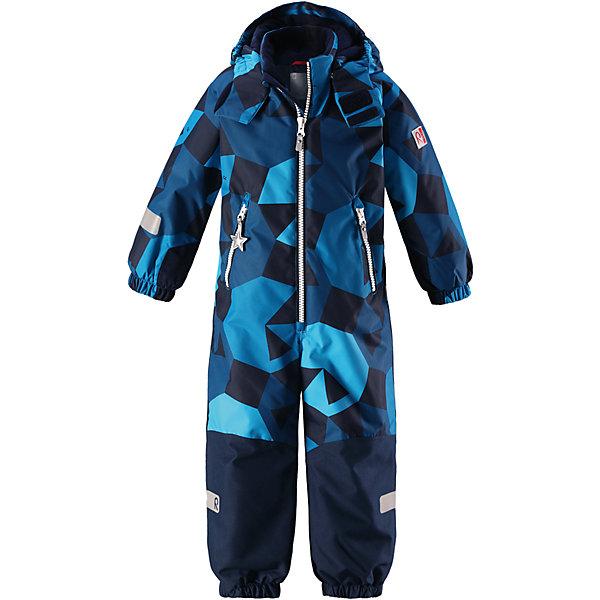 Комбинезон Reimatec® Reima Snowy для мальчикаОдежда<br>Характеристики товара:<br><br>• цвет: синий принт;<br>• состав: 100% полиэстер;<br>• подкладка: 100% полиэстер;<br>• утеплитель: 160 г/м2<br>• температурный режим: от 0 до -20С;<br>• сезон: зима; <br>• водонепроницаемость: 8000/10000 мм;<br>• воздухопроницаемость: 7000/5000 мм;<br>• износостойкость: 30000/50000 циклов (тест Мартиндейла);<br>• водо- и ветронепроницаемый, дышащий и грязеотталкивающий материал;<br>• все швы проклеены и водонепроницаемы;<br>• прочные усиленные вставки внизу, на коленях и снизу на ногах;<br>• гладкая подкладка из полиэстера;<br>• мягкая резинка на кромке капюшона и манжетах;<br>• застежка: молния с защитой подбородка;<br>• безопасный съемный капюшон на кнопках;<br>• внутренняя регулировка обхвата талии;<br>• прочные съемные силиконовые штрипки;<br>• два кармана на молнии;<br>• светоотражающие детали;<br>• страна бренда: Финляндия;<br>• страна изготовитель: Китай.<br><br>Зимний комбинезон на молнии изготовлен из водо и ветронепроницаемого материала с водо и грязеотталкивающей поверхностью. Все швы проклеены, водонепроницаемы. Комбинезон снабжен прочными усилениями на задней части, коленях и концах брючин. В этом комбинезоне прямого кроя талия при необходимости легко регулируется, что позволяет подогнать комбинезон точно по фигуре.<br><br>Съемный капюшон защищает от пронизывающего ветра, а еще он безопасен во время игр на свежем воздухе. Кнопки легко отстегиваются, если капюшон случайно за что-нибудь зацепится. Силиконовые штрипки не дают концам брючин задираться, бегай сколько хочешь! Образ довершают мягкая резинка по краю капюшона и на манжетах, два кармана на молнии и светоотражающие детали.<br><br>Комбинезон Snowy Reimatec® Reima от финского бренда Reima (Рейма) можно купить в нашем интернет-магазине<br>Ширина мм: 356; Глубина мм: 10; Высота мм: 245; Вес г: 519; Цвет: синий; Возраст от месяцев: 96; Возраст до месяцев: 108; Пол: Мужской; Возраст: Детский; Размер: 134,128,122,116,110