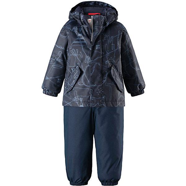 Комплект Reimatec® Reima Olki для мальчикаОдежда<br>Характеристики товара:<br><br>• цвет: синий;<br>• состав: 100% полиэстер;<br>• подкладка: 100% полиэстер;<br>• утеплитель: 160 г/м2 Soft Loft insulation;<br>• сезон: зима;<br>• температурный режим: от 0 до -20С;<br>• водонепроницаемость: 8000 мм;<br>• воздухопроницаемость: 10000 мм;<br>• износостойкость: 30000 циклов (тест Мартиндейла);<br>• водо- и ветронепроницаемый, дышащий и грязеотталкивающий материал;<br>• основные швы проклеены и не пропускают влагу;<br>• застежка: молния с защитой подбородка;<br>• гладкая подкладка из полиэстера;<br>• безопасный съемный капюшон;<br>• эластичные манжеты и низ штанин;<br>• съемные эластичные штрипки;<br>• эластичные регулируемые подтяжки;<br>• два боковых кармана;<br>• светоотражающие детали;<br>• страна бренда: Финляндия;<br>• страна изготовитель: Китай.<br><br>Теплый зимний комплект для малышей сшит из ветро и водонепроницаемого материала с основными проклеенными и водонепроницаемыми швами. Куртка оснащена съемным капюшоном, который легко отстегивается, если за что-нибудь зацепится. У зимних брюк высокая талия, которая защищает поясницу от холода, а благодаря подтяжкам и штрипкам они будут хорошо сидеть.<br><br>Комплект Reimatec® Reima Olki от финского бренда Reima (Рейма) можно купить в нашем интернет-магазине.<br>Ширина мм: 356; Глубина мм: 10; Высота мм: 245; Вес г: 519; Цвет: синий; Возраст от месяцев: 12; Возраст до месяцев: 15; Пол: Мужской; Возраст: Детский; Размер: 80,98,92,86; SKU: 6968305;