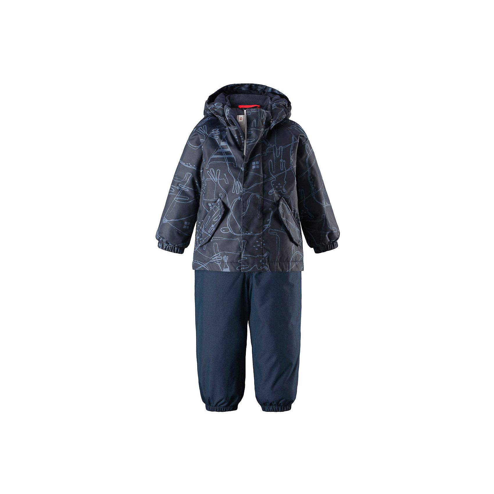 Комплект Olki Reimatec® ReimaВерхняя одежда<br>Теплый зимний комплект для малышей сшит из ветро- и водонепроницаемого материала с основными проклеенными и водонепроницаемыми швами. Куртка оснащена съемным капюшоном, который легко отстегивается, если за что-нибудь зацепится. У зимних брюк высокая талия, которая защищает поясницу от холода, а благодаря подтяжкам и штрипкам они будут хорошо сидеть. <br>Состав:<br>100% Полиэстер<br><br>Ширина мм: 356<br>Глубина мм: 10<br>Высота мм: 245<br>Вес г: 519<br>Цвет: синий<br>Возраст от месяцев: 24<br>Возраст до месяцев: 36<br>Пол: Унисекс<br>Возраст: Детский<br>Размер: 98,80,86,92<br>SKU: 6968305