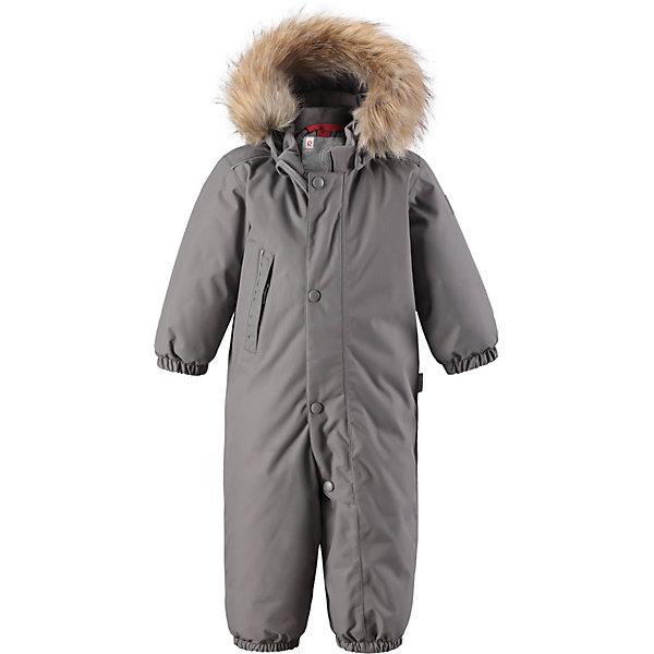 Комбинезон Reimatec® Reima GotlandВерхняя одежда<br>Характеристики товара:<br><br>• цвет: серый <br>• состав: 100% полиэстер<br>• утеплитель: 100% полиэстер, 160 г/м2 (soft loft insulation)<br>• сезон: зима<br>• температурный режим: от 0 до -20С<br>• водонепроницаемость: 15000 мм<br>• воздухопроницаемость: 7000 мм<br>• износостойкость: 40000 циклов (тест Мартиндейла)<br>• особенности модели: однотонный, с мехом<br>• основные швы проклеены и не пропускают влагу<br>• водо- и ветронепроницаемый, дышащий и грязеотталкивающий материал<br>• утепленная задняя часть изделия<br>• гладкая подкладка из полиэстера<br>• безопасный, съемный капюшон на кнопках<br>• съемный искусственный мех на капюшоне<br>• защита подбородка от защемления<br>• эластичные манжеты и штанины<br>• эластичная талия<br>• съемные эластичные штрипки <br>• длинная молния для легкого надевания<br>• дополнительная планка на кнопках<br>• карман на молнии<br>• светоотражающие детали<br>• система кнопок Play Layers®<br>• страна бренда: Финляндия<br>• страна изготовитель: Китай<br><br>Классический зимний комбинезон на молнии для малышей очень прост в уходе и идеально подходит для всех зимних забав. Этот непромокаемый зимний комбинезон изготовлен из дышащего и ветронепроницаемого, а также водо и грязеотталкивающего материала.<br><br>Все швы проклеены, водонепроницаемы, а еще комбинезон снабжен утепленной вставкой на задней части, благодаря которой ребенку будет тепло и сухо во время зимних приключений. Благодаря гладкой подкладке из полиэстера, зимний комбинезон с капюшоном очень легко надевать и удобно носить с теплой одеждой промежуточного слоя.<br><br>Обратите внимание, что с помощью удобной системы кнопок Play Layers® к комбинезону можно присоединять разнообразную одежду промежуточного слоя Reima®. Съемный регулируемый капюшон обеспечивает дополнительную безопасность во время игр на свежем воздухе.<br><br>Кнопки легко отстегиваются, если капюшон случайно за что-нибудь зацепится. Прочные силиконовые штрипки не