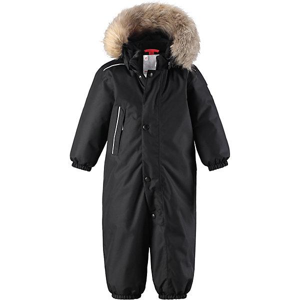 Комбинезон Reimatec® Reima GotlandВерхняя одежда<br>Характеристики товара:<br><br>• цвет: черный <br>• состав: 100% полиэстер<br>• утеплитель: 100% полиэстер, 160 г/м2 (soft loft insulation)<br>• сезон: зима<br>• температурный режим: от 0 до -20С<br>• водонепроницаемость: 15000 мм<br>• воздухопроницаемость: 7000 мм<br>• износостойкость: 40000 циклов (тест Мартиндейла)<br>• особенности модели: однотонный, с мехом<br>• основные швы проклеены и не пропускают влагу<br>• водо- и ветронепроницаемый, дышащий и грязеотталкивающий материал<br>• утепленная задняя часть изделия<br>• гладкая подкладка из полиэстера<br>• безопасный, съемный капюшон на кнопках<br>• съемный искусственный мех на капюшоне<br>• защита подбородка от защемления<br>• эластичные манжеты и штанины<br>• эластичная талия<br>• съемные эластичные штрипки <br>• длинная молния для легкого надевания<br>• дополнительная планка на кнопках<br>• карман на молнии<br>• светоотражающие детали<br>• система кнопок Play Layers®<br>• страна бренда: Финляндия<br>• страна изготовитель: Китай<br><br>Классический зимний комбинезон на молнии для малышей очень прост в уходе и идеально подходит для всех зимних забав. Этот непромокаемый зимний комбинезон изготовлен из дышащего и ветронепроницаемого, а также водо и грязеотталкивающего материала.<br><br>Все швы проклеены, водонепроницаемы, а еще комбинезон снабжен утепленной вставкой на задней части, благодаря которой ребенку будет тепло и сухо во время зимних приключений. Благодаря гладкой подкладке из полиэстера, зимний комбинезон с капюшоном очень легко надевать и удобно носить с теплой одеждой промежуточного слоя.<br><br>Обратите внимание, что с помощью удобной системы кнопок Play Layers® к комбинезону можно присоединять разнообразную одежду промежуточного слоя Reima®. Съемный регулируемый капюшон обеспечивает дополнительную безопасность во время игр на свежем воздухе.<br><br>Кнопки легко отстегиваются, если капюшон случайно за что-нибудь зацепится. Прочные силиконовые штрипки н